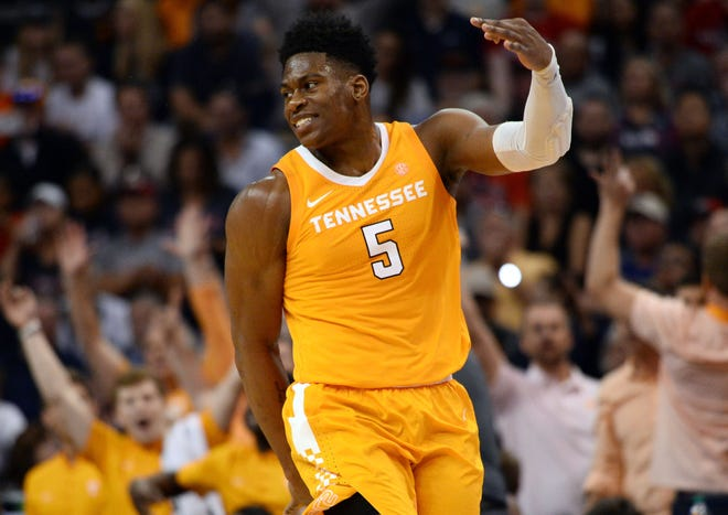 Admiral Schofield scored 25 of his career-high 30 points in the second half to fuel Tennessee's upset.