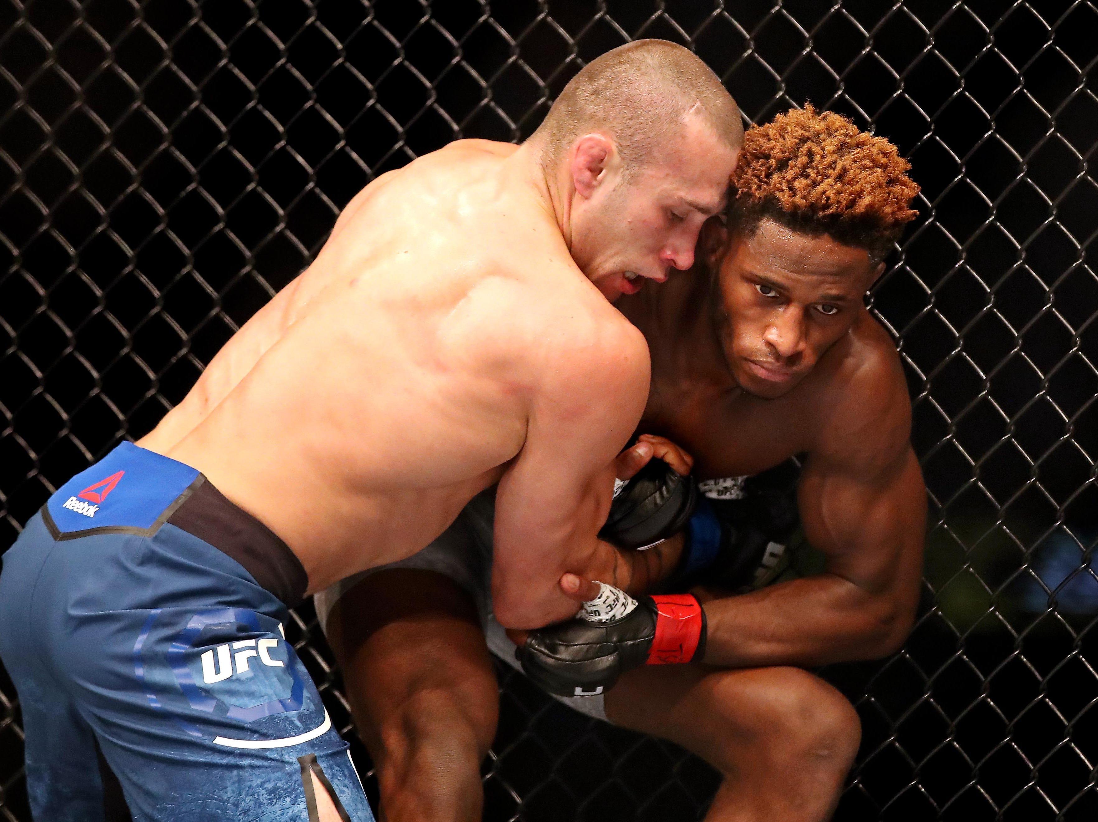 Hakeem Dawodu (red gloves) fights Kyle Bochniak (blue gloves) during UFC 231 at Scotiabank Arena.
