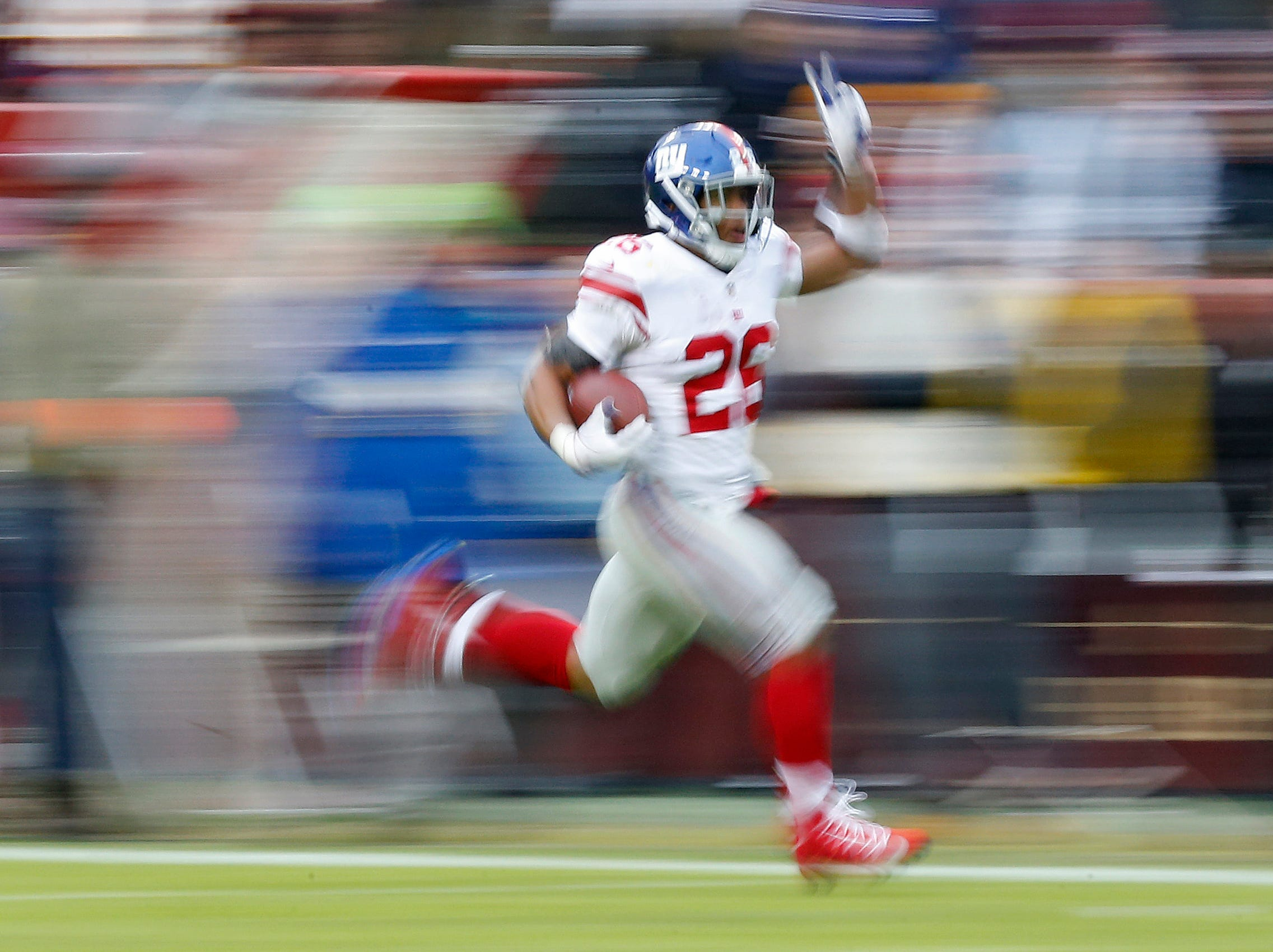 Giants running back Saquon Barkley scores a touchdown against the Redskins.