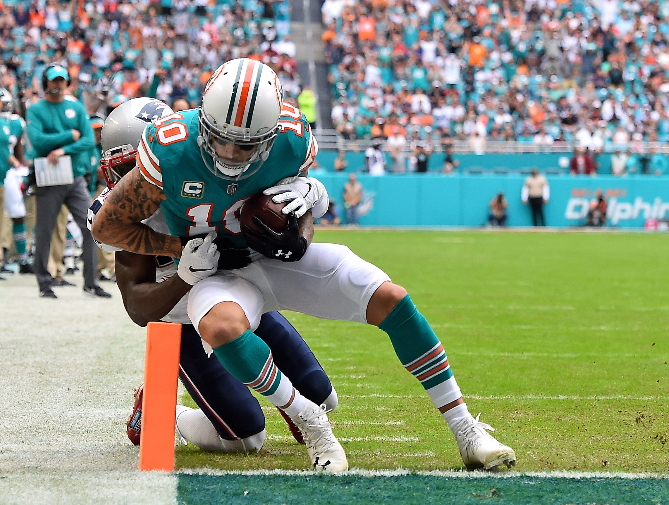 Dolphins wide receiver Kenny Stills scores a touchdown in the first half against the Patriots.
