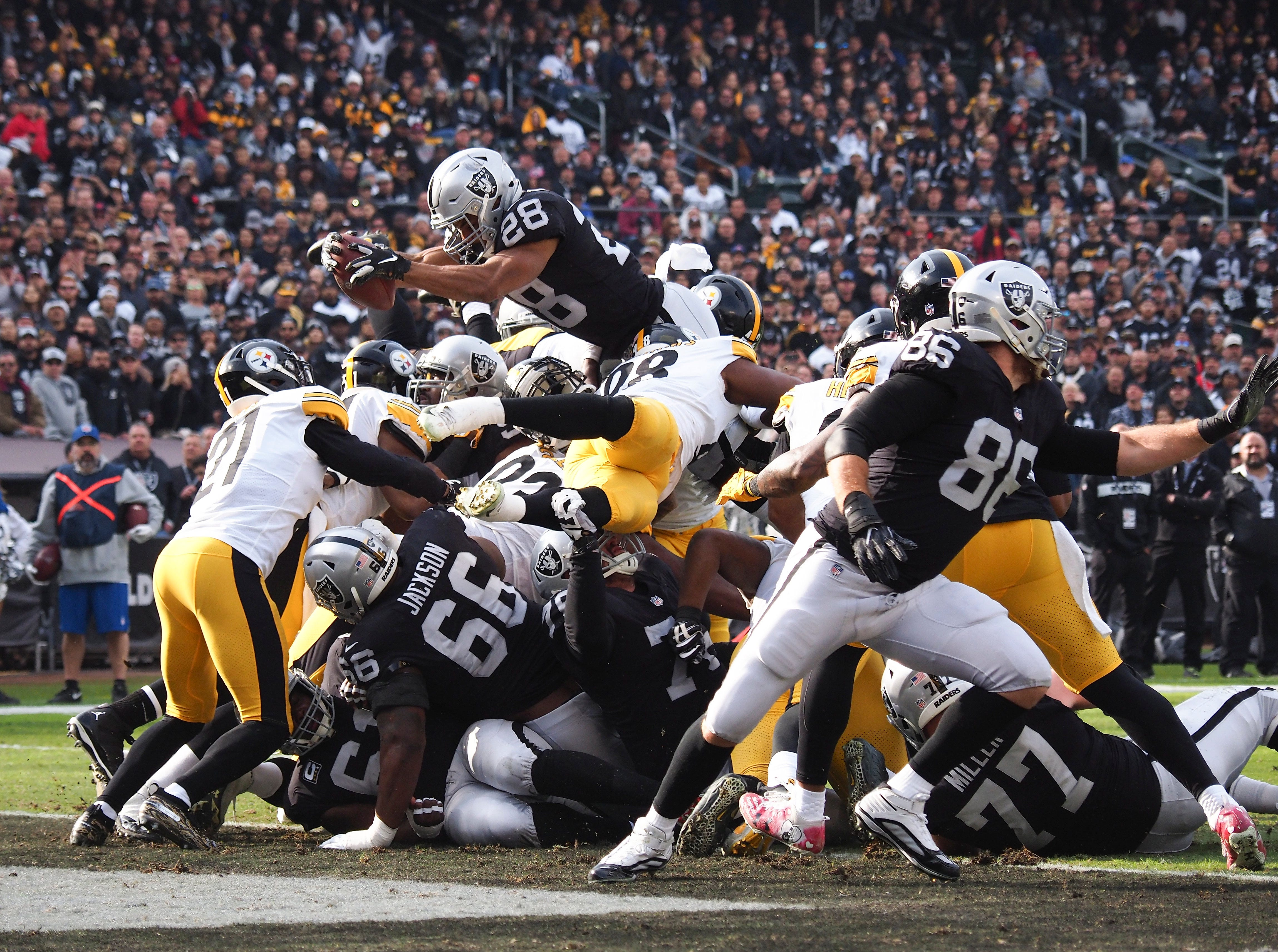 Raiders running back Doug Martin scores a touchdown against the Steelers.
