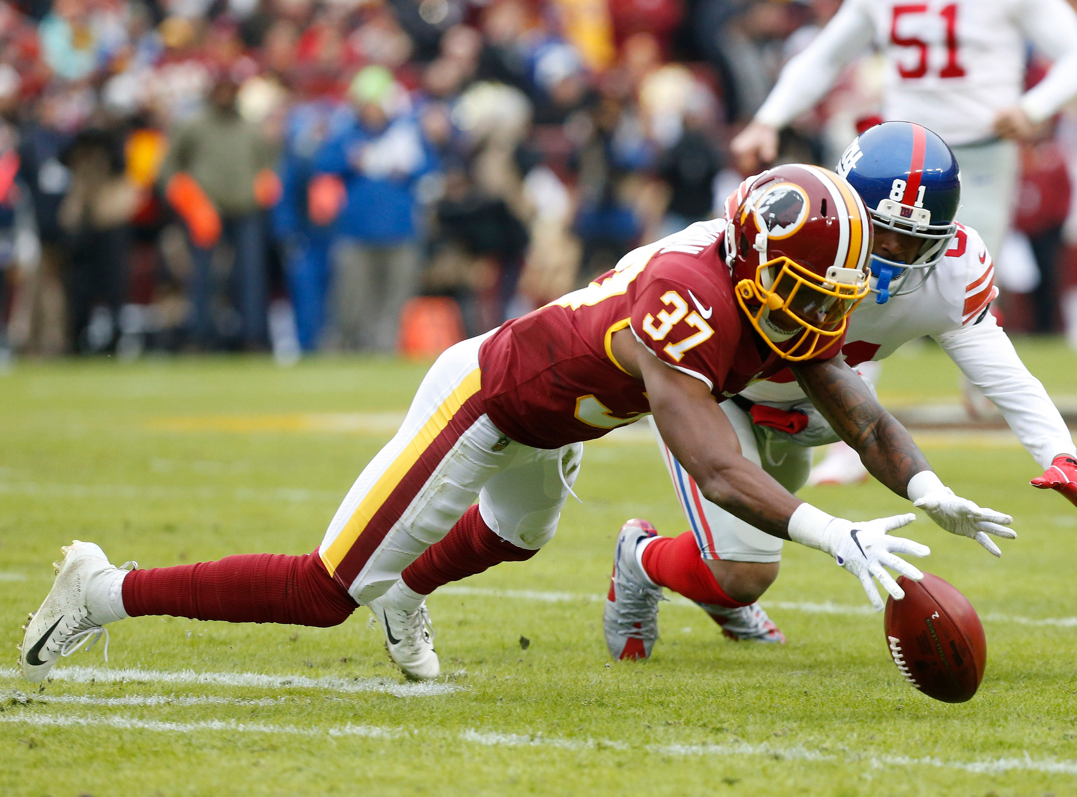 Redskins cornerback Greg Stroman fumbles a punt return as Giants wide receiver Russell Shepard chases.