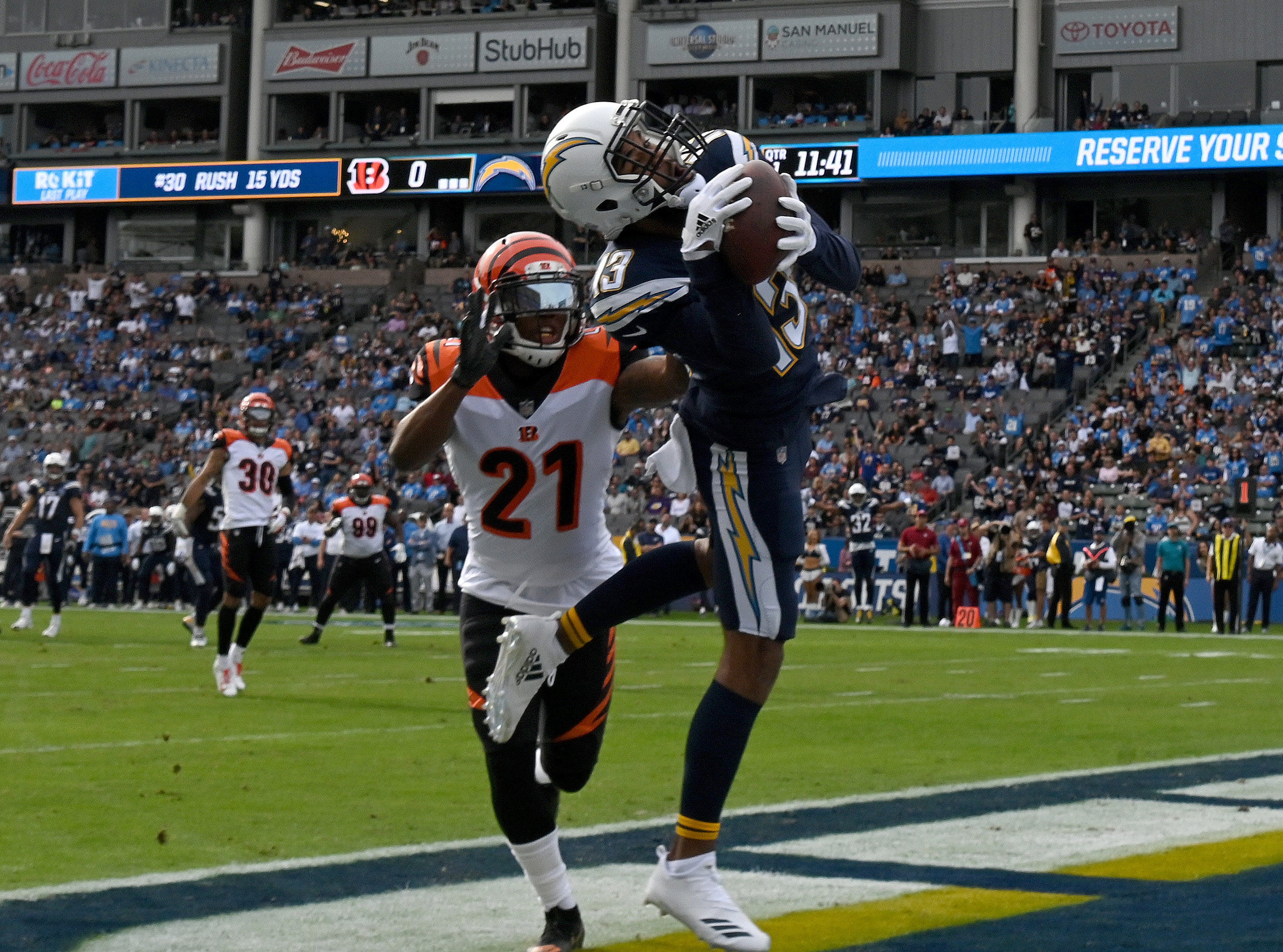 Chargers wide receiver Keenan Allen makes a touchdown catch in the first quarter against the Bengals.