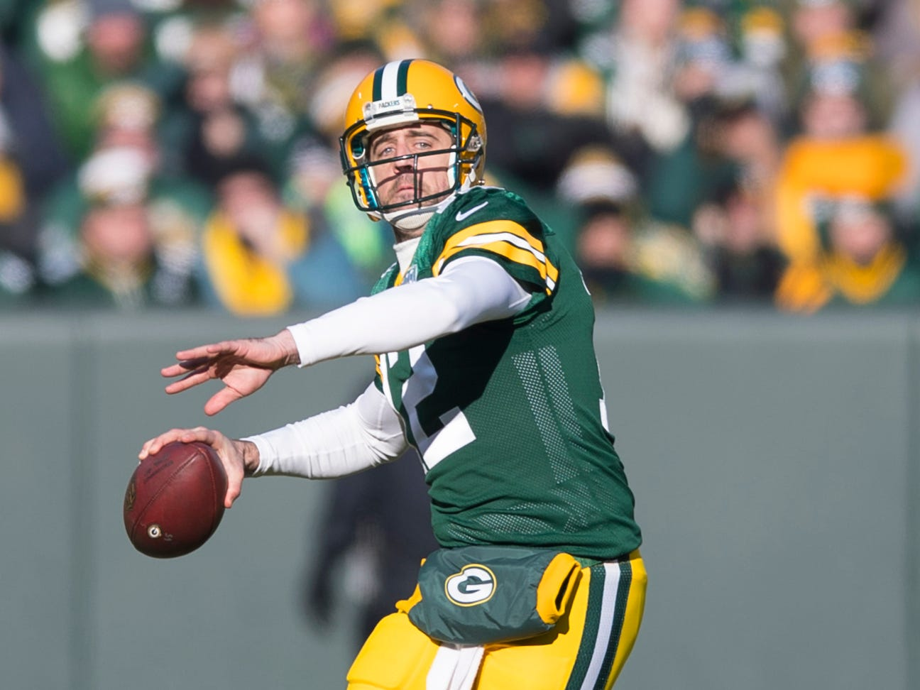 Packers quarterback Aaron Rodgers throws against the Falcons.