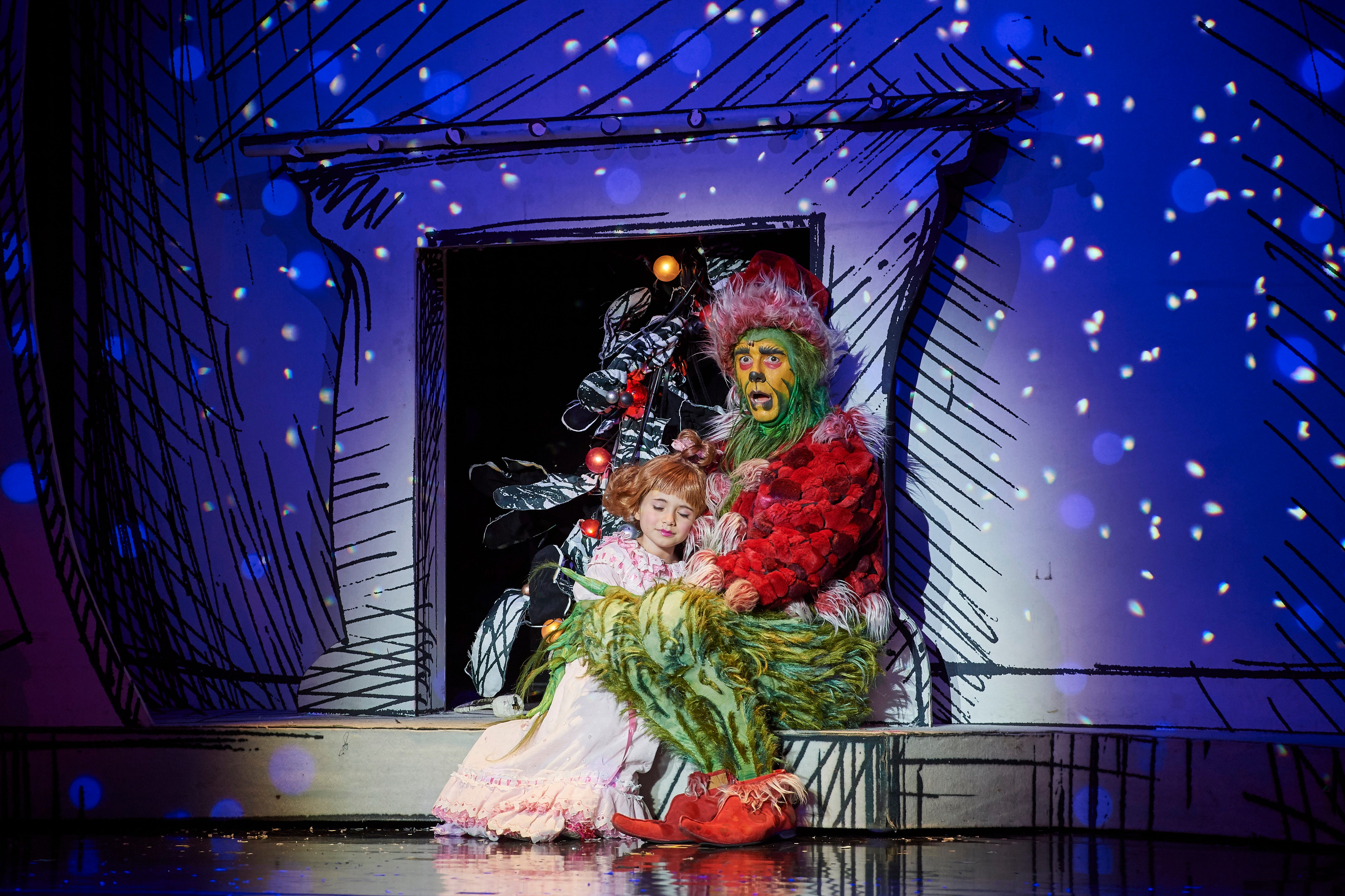 How The Grinch Stole Christmas Cindy Lou Dad.Watch How The Grinch Stole Christmas Musical Sneak Into Nyc