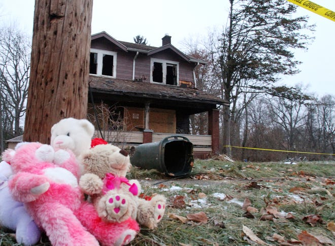 Stuffed animals rest against a pole at a makeshift memorial after a deadly fire in Youngstown, Ohio, Monday, Dec. 10, 2018. Authorities report that several children died in the fire.