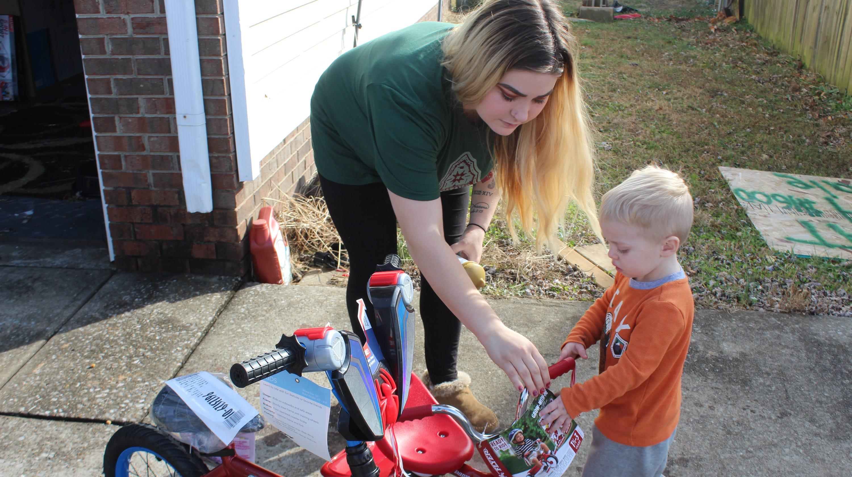 Clarksville Secret Santa Pays Off Wal Mart Layaways