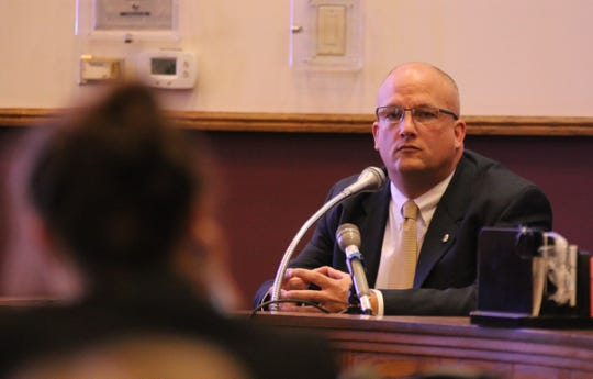 Iowa Division of Criminal Investigation agent Mark Ludwick testifies Monday, Dec. 10, 2018 at the Marion County Courthouse in a hearing on whether a $10 million wrongful death judgment against Jason Carter should be overturned.