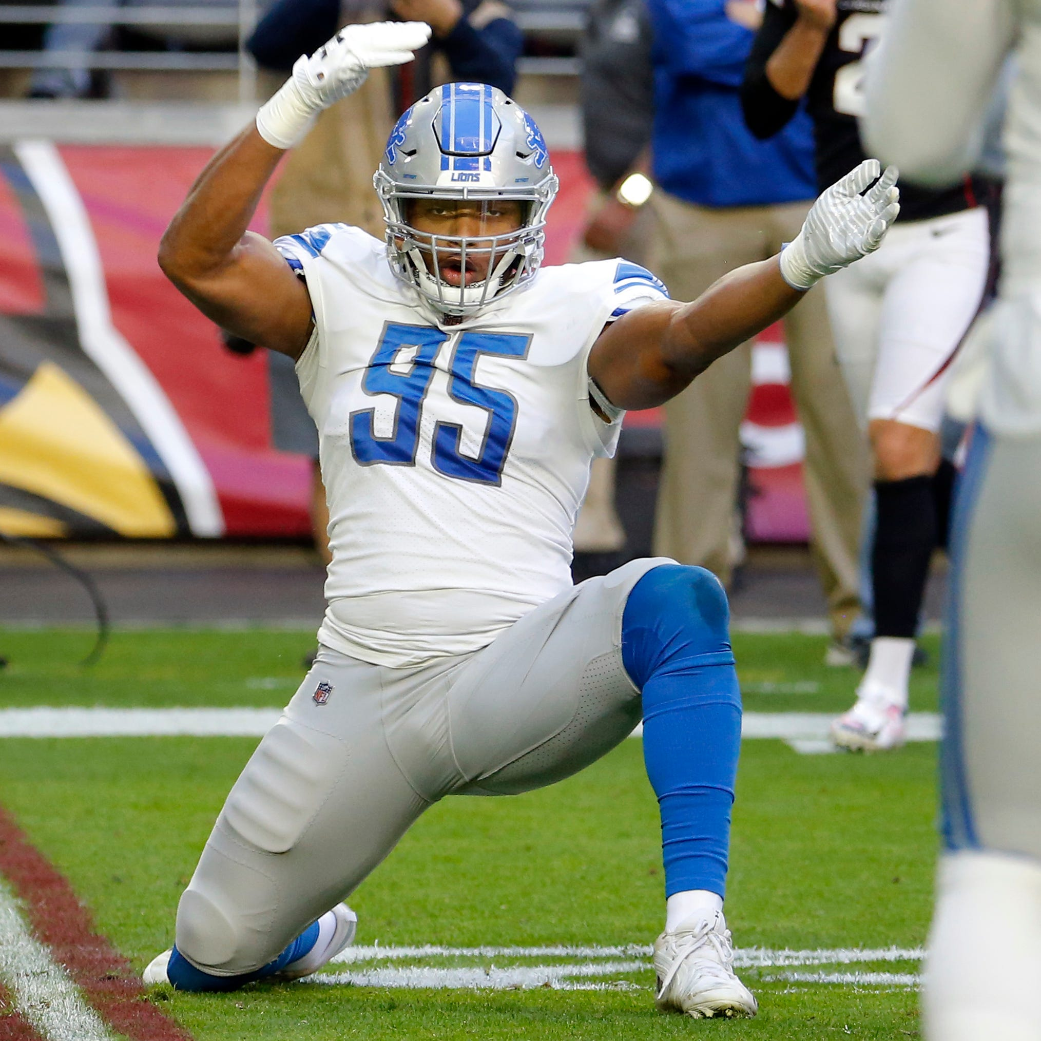 Lions keep faint playoff hopes alive, drop 5 slots in draft order