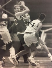 Eric Anderson (left) in an intrasquad scrimmage in 1991 at Assembly Hall.