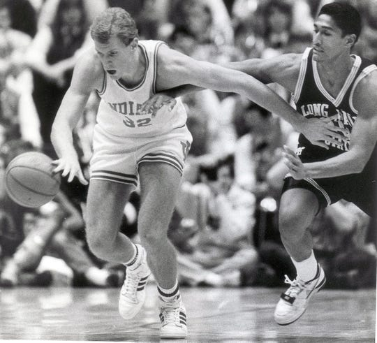 Indiana's Eric Anderson, left, kept Long Beach State's Frankie Edwards away from the ball during the first half of the Dec 9, 1989 title game of the Indiana Classic.