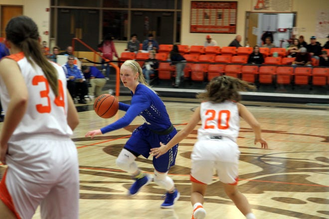 Carsyn Bowsell drives to the basket during Saturday's third-place game in Artesia.