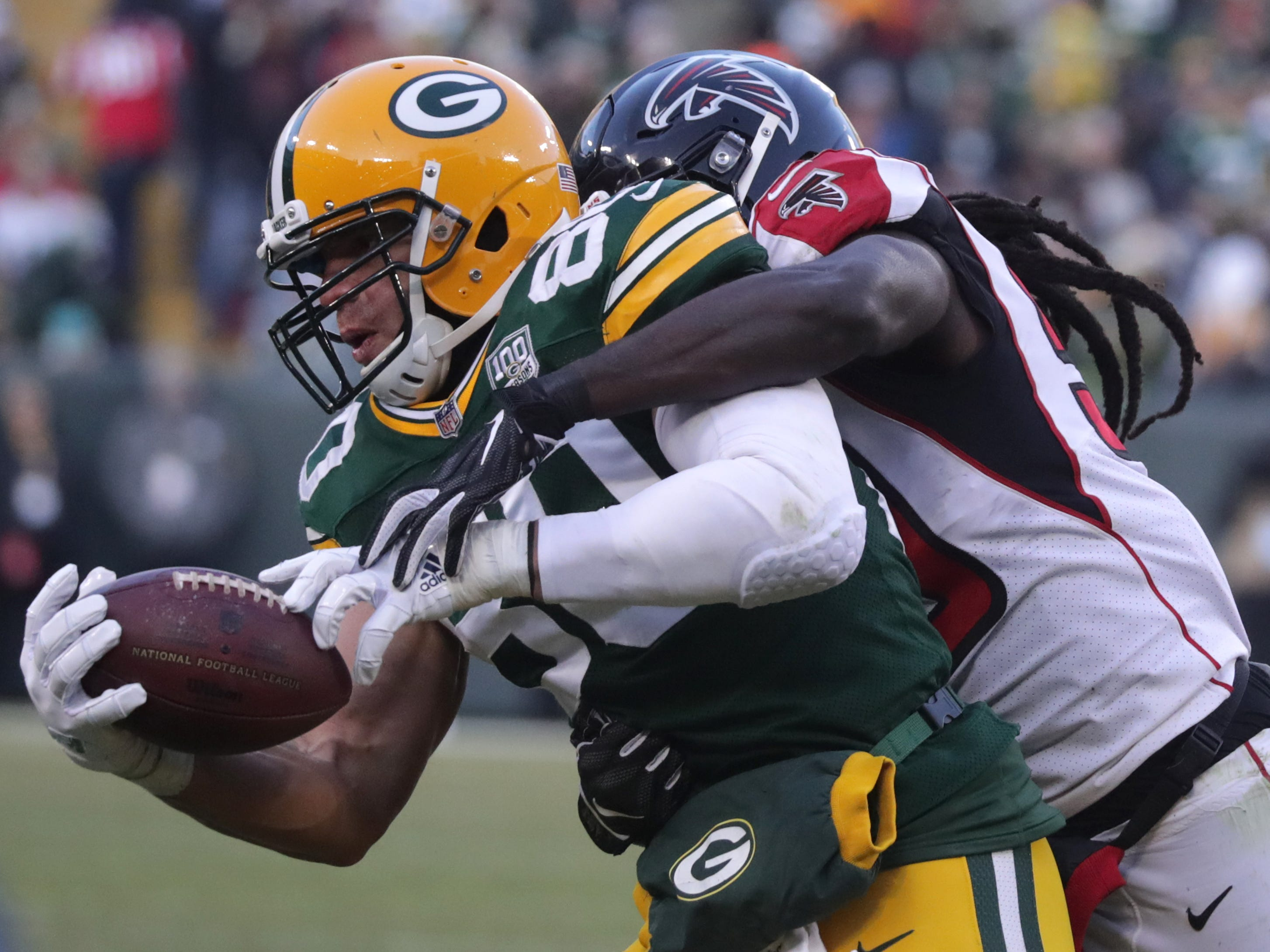 Green Bay Packers tight end Jimmy Graham makes a catch under the defense of Atlanta Falcons outside linebacker De'Vondre Campbell during their football game on Sunday, December 9, 2018, at Lambeau Field in Green Bay, Wis. Wm. Glasheen/USA TODAY NETWORK-Wisconsin.