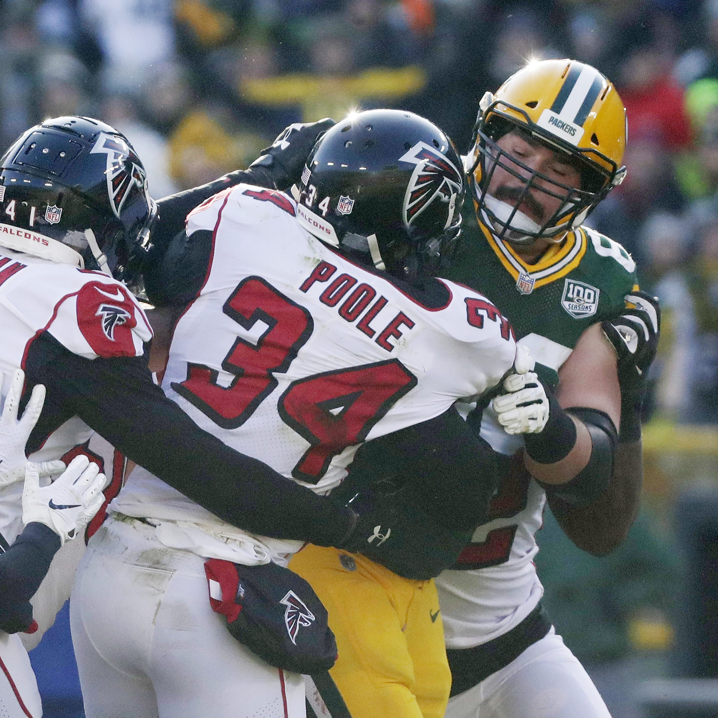 Packers' Linsley fined for role in Falcons melee; no fine for hit on Aaron Rodgers