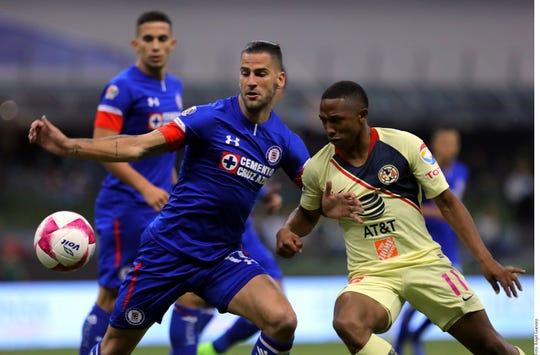 América-Cruz Azul disputan la final del Futbol Mexicano.