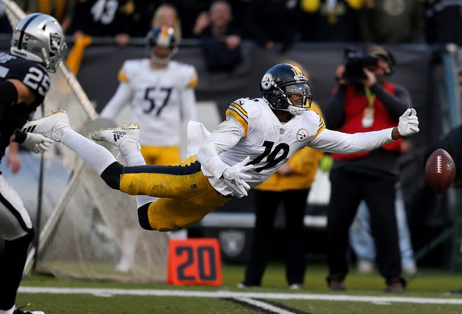 Pittsburgh Steelers wide receiver JuJu Smith-Schuster (19) cannot catch a pass against the Oakland Raiders during the second half of an NFL football game in Oakland, Calif., Sunday, Dec. 9, 2018. (AP Photo/D. Ross Cameron)