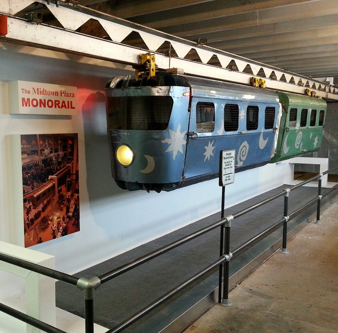 Christmas memories return: Midtown monorail goes on display
