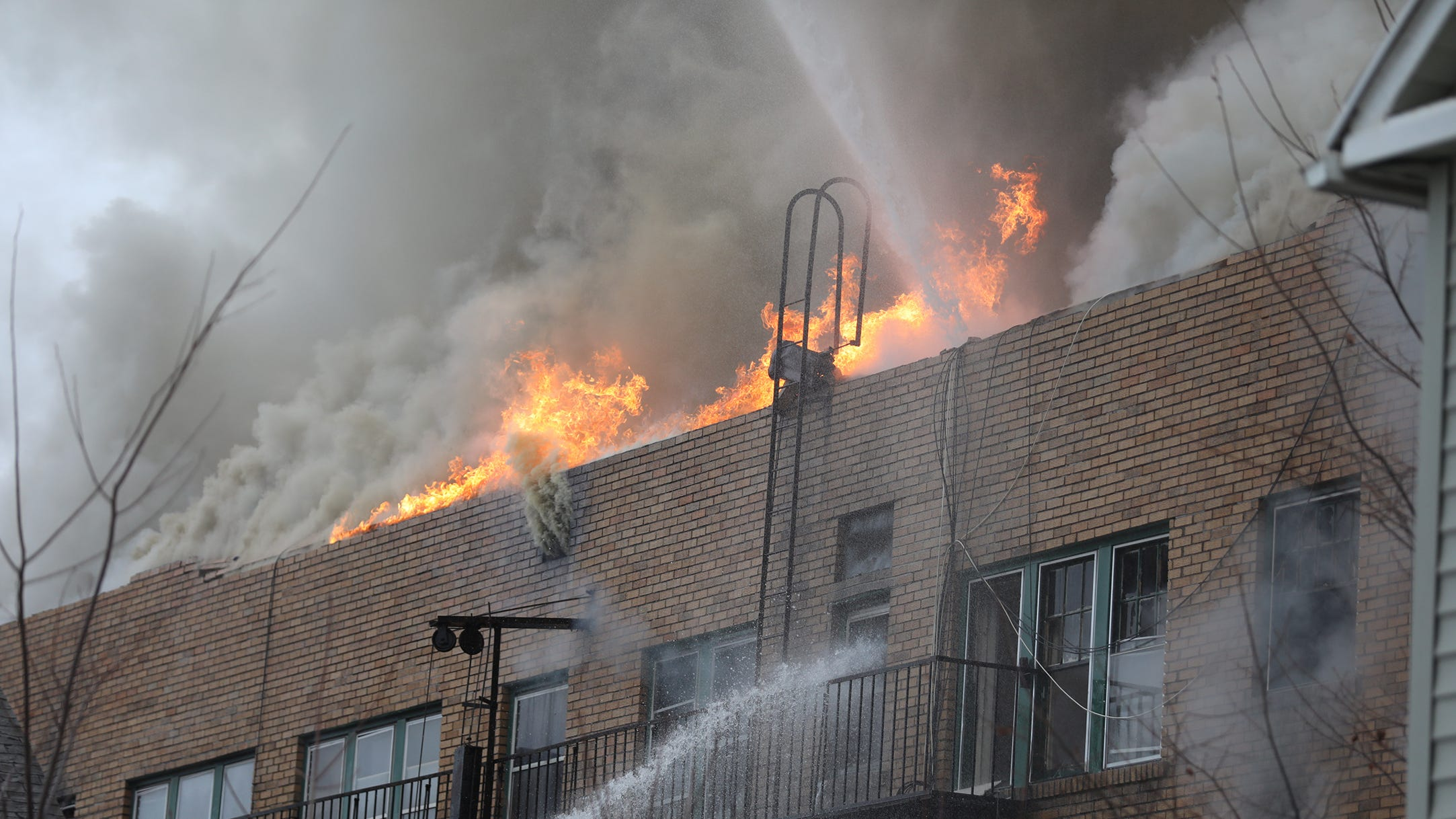 When firefighters arrived the building was already showing heavy smoke and the fire had advanced.
