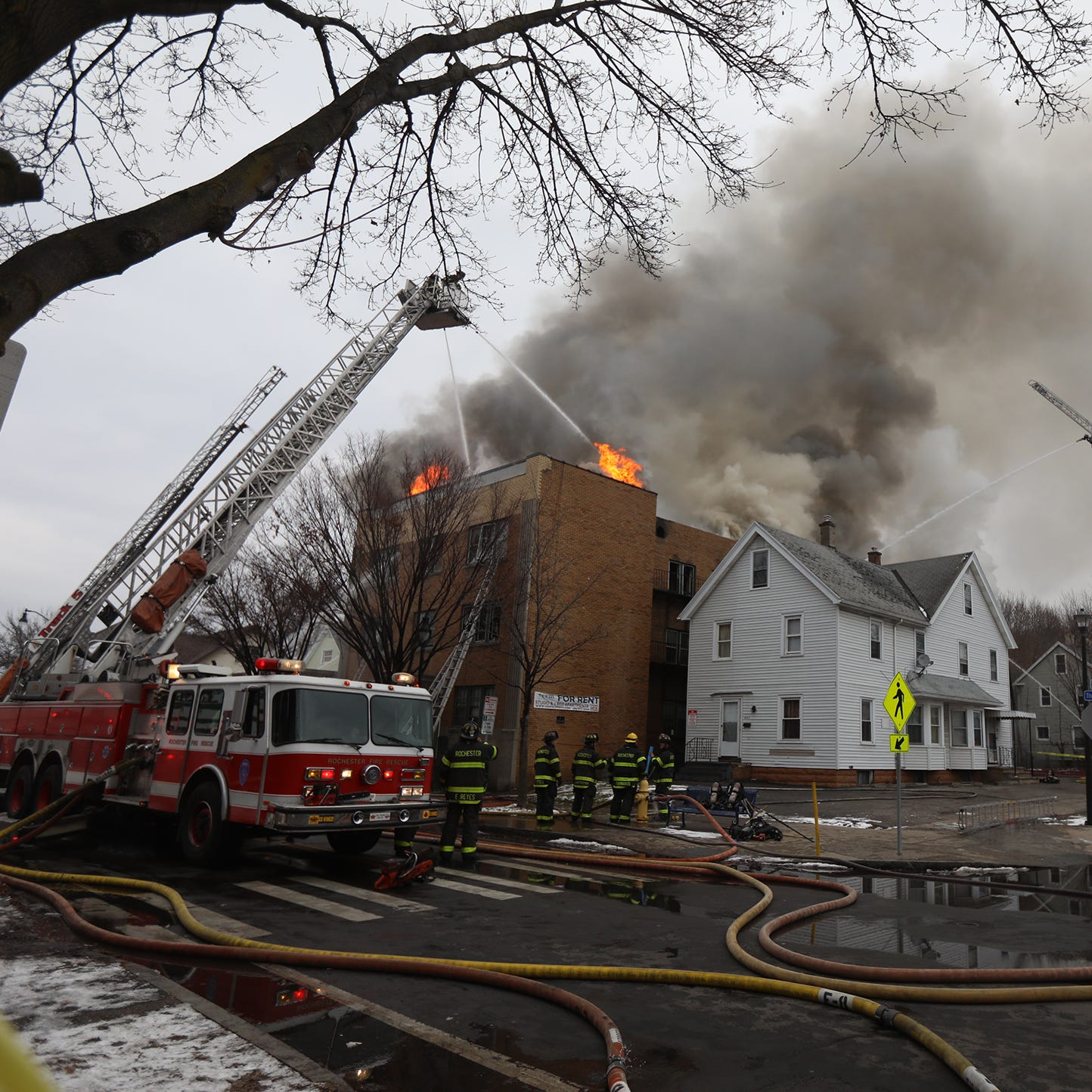 Crews battle 5-alarm fire at apartment building on Thurston Road