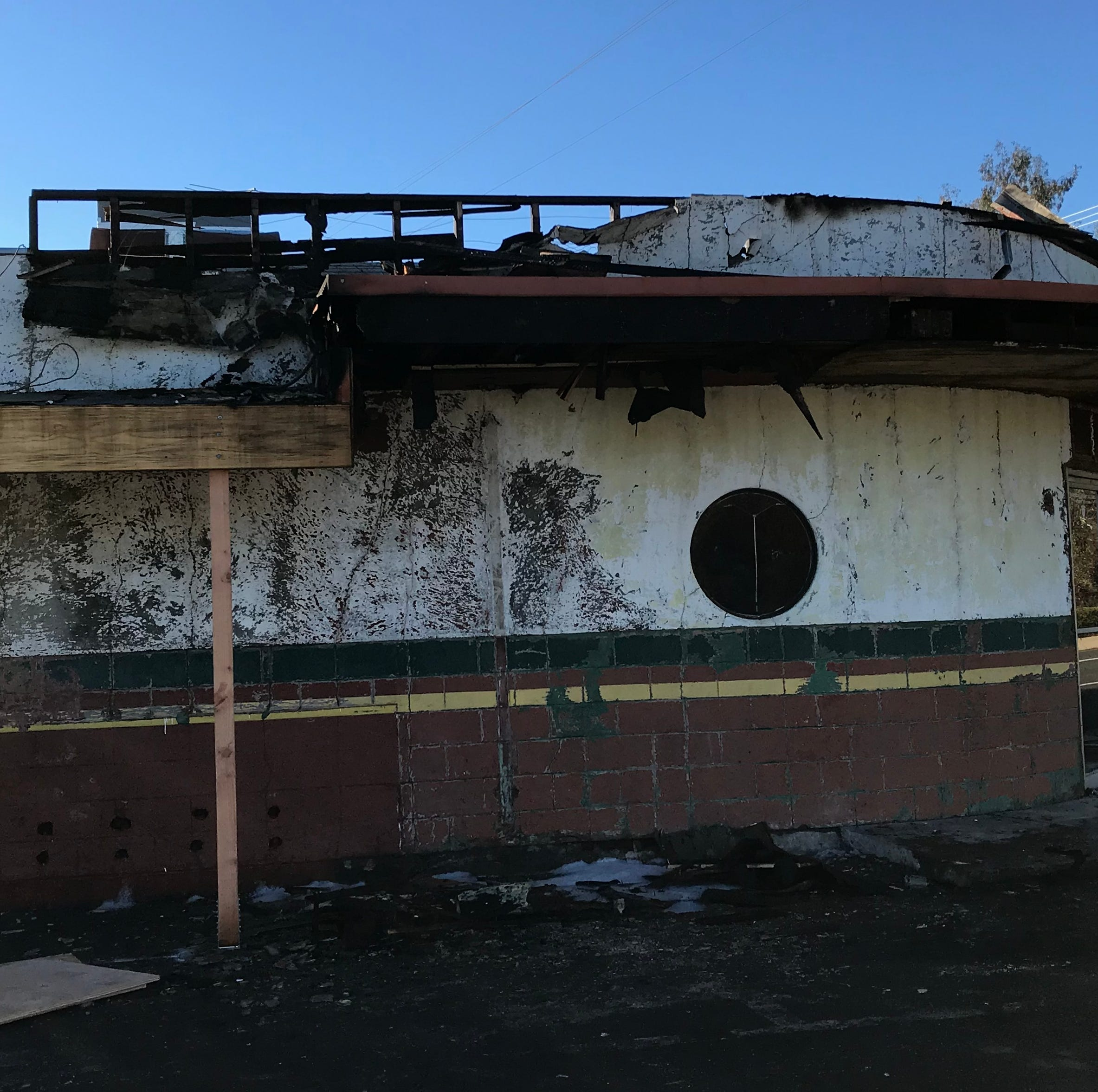 Fire damages 73-year-old Tropics Bar in Redding