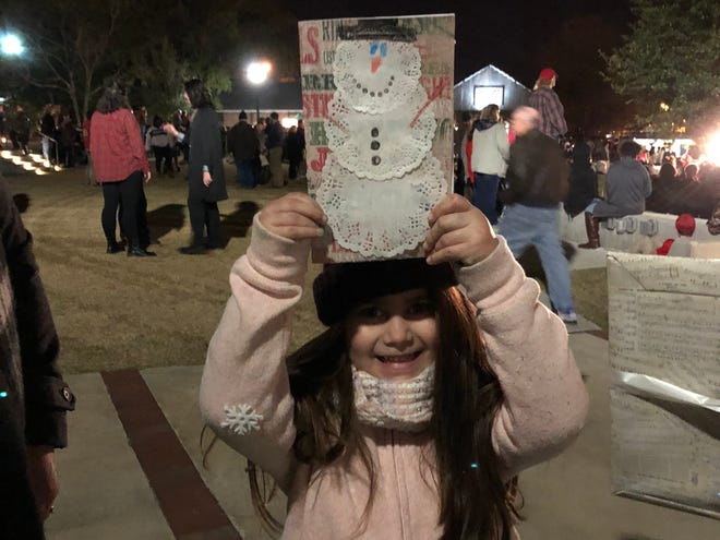 Visitors to Victorian Christmas make unique holiday cards in 2017.