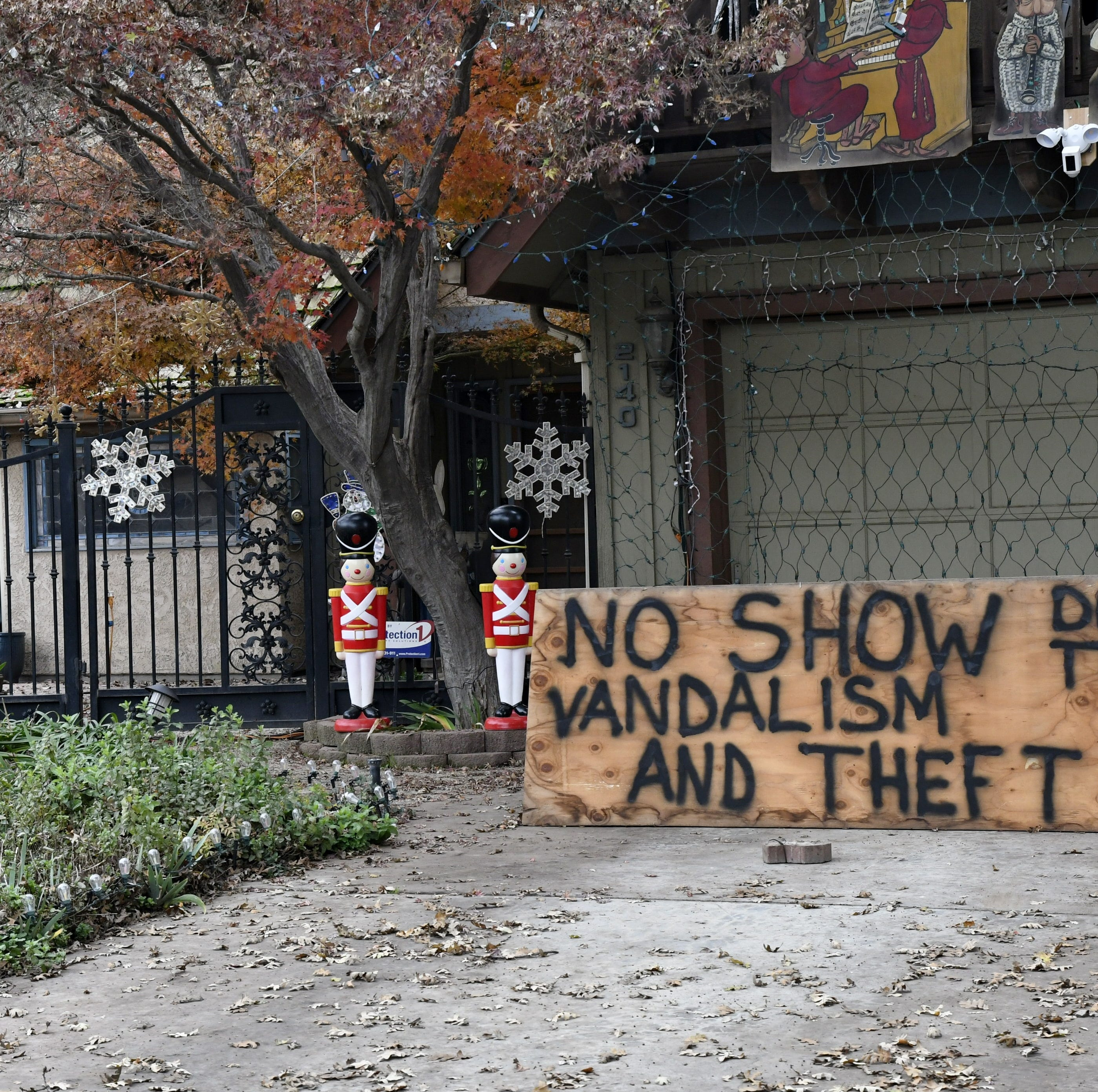 Vandals go full Grinch on Visalia neighborhood, homeowners fight back