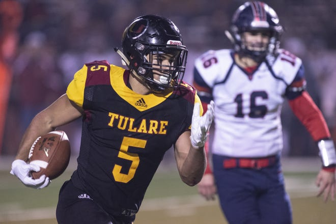 Tulare Union's David Dailey runs against San Joaquin Memorial in a CIF State Northern California Division 2-A Regional Bowl Game on Saturday, December 8, 2018.