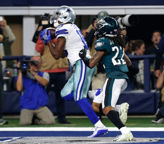Dallas Cowboys wide receiver Amari Cooper (19) makes a touchdown catch in front of Philadelphia Eagles cornerback Sidney Jones (22) in Arlington, Texas, Sunday, Dec. 9, 2018. (AP Photo/Roger Steinman)