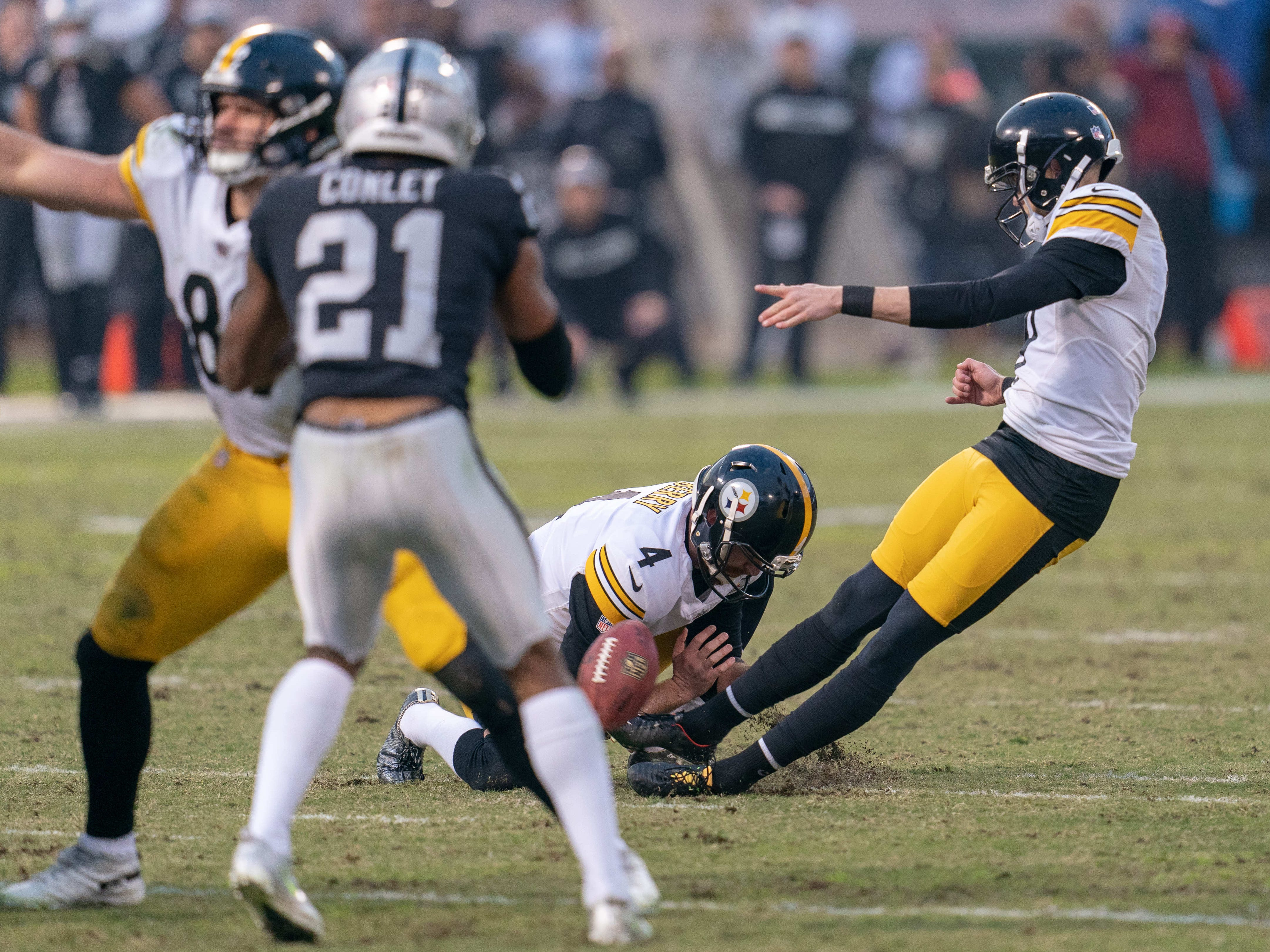 Pittsburgh Steelers kicker Chris Boswell slips during a field goal attempt to tie the game against the Oakland Raiders during the fourth quarter at Oakland Coliseum.