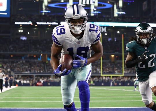Dallas Cowboys receiver Amari Cooper (19) catches a fourth quarter touchdown pass against Philadelphia Eagles cornerback Sidney Jones (22) at AT&T Stadium.