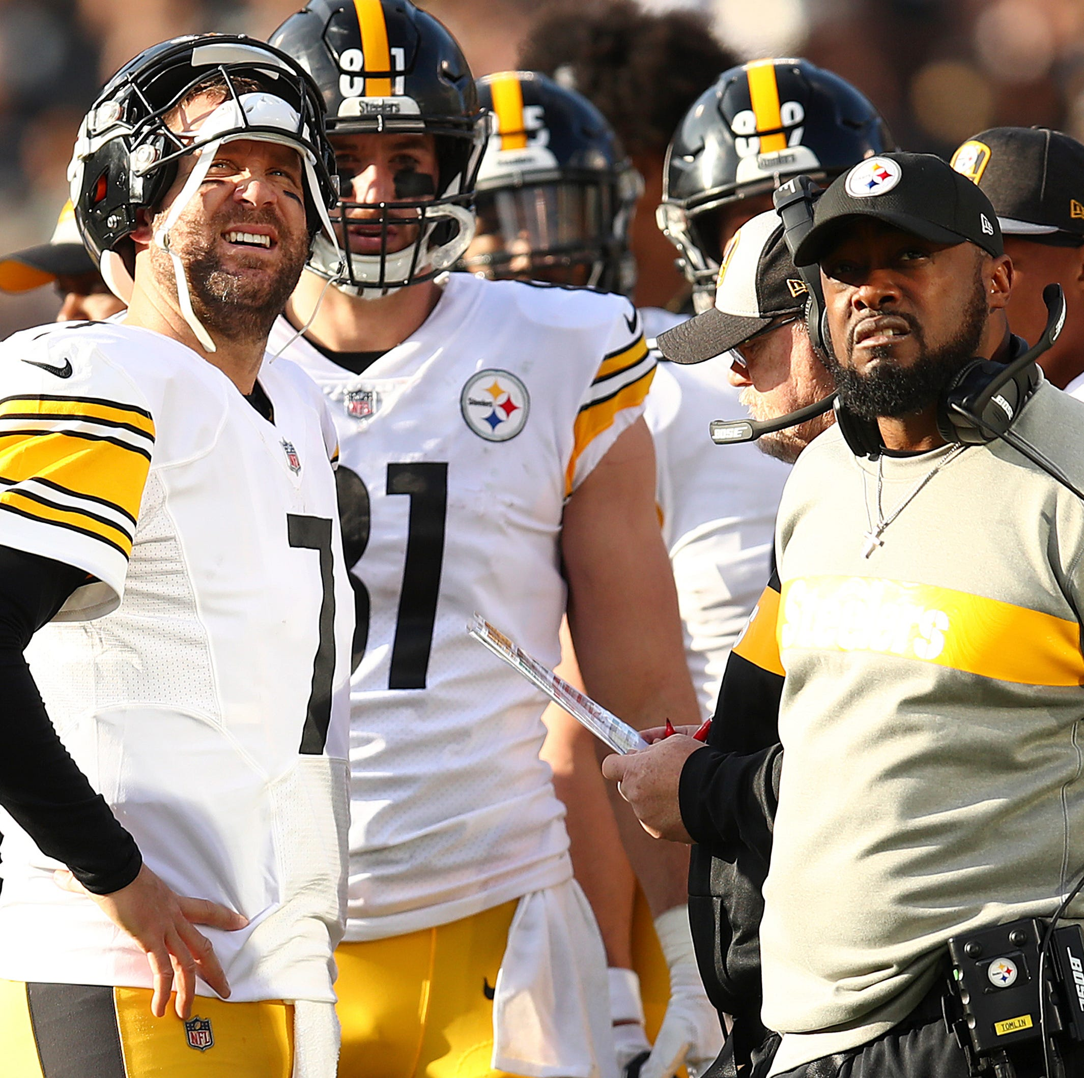 Pittsburgh Steelers quarterback Ben Roethlisberger, left, talks with head coach Mike Tomlin during the first half against the Oakland Raiders.