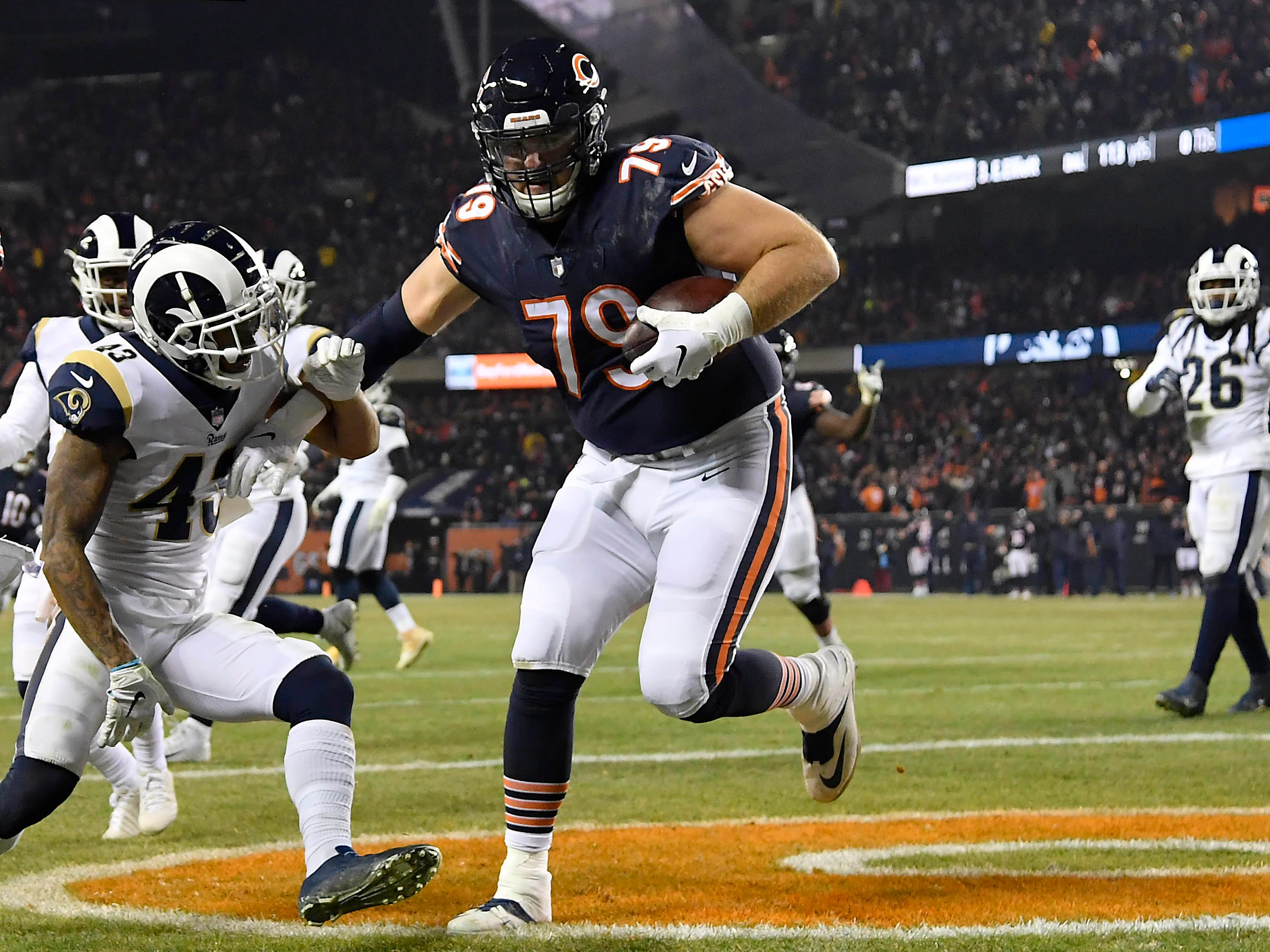 Chicago Bears offensive tackle Bradley Sowell scores a touchdown against the Los Angeles Rams at Soldier Field.