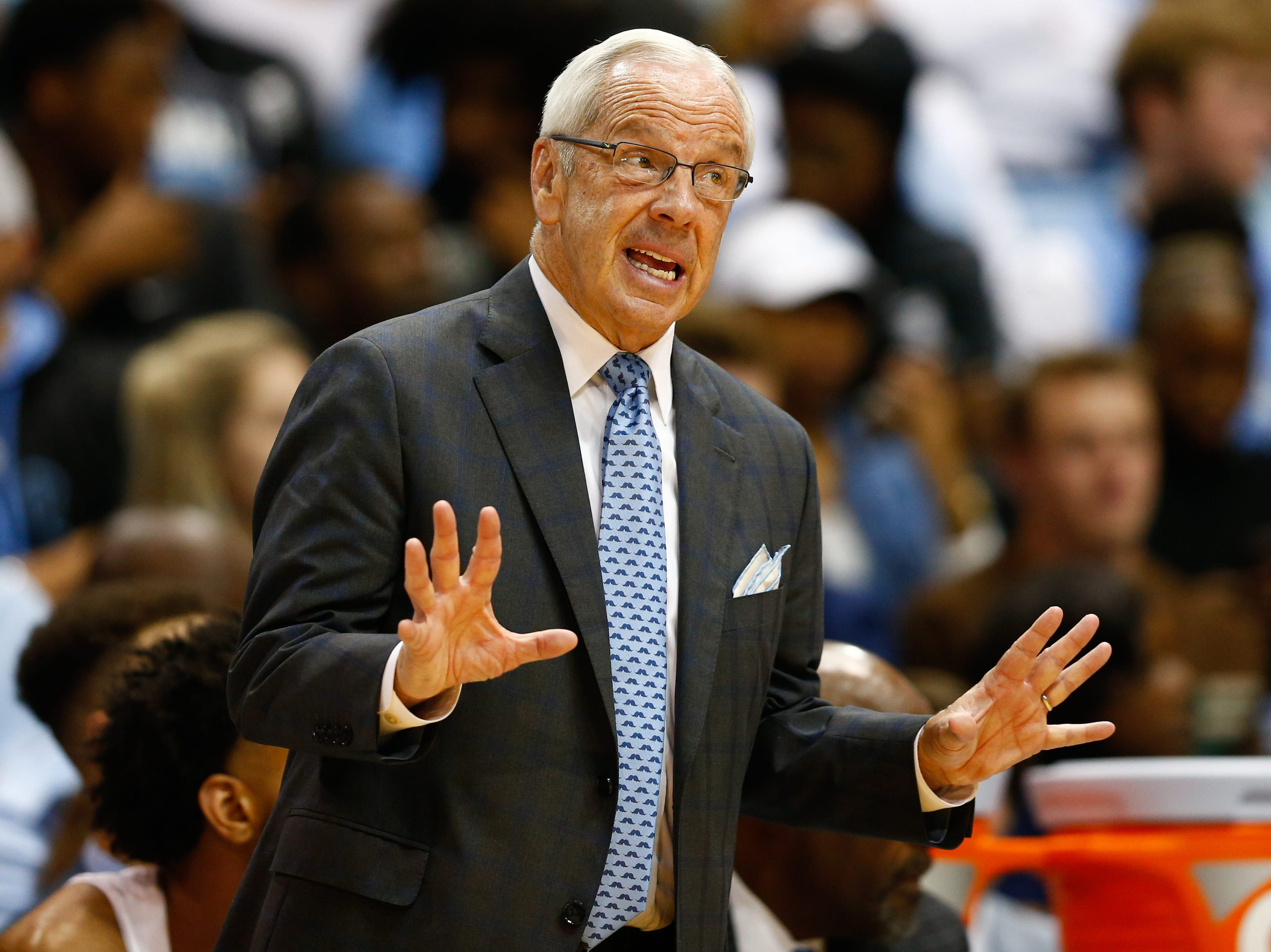 Dec 6, 2017; Chapel Hill, NC, USA; North Carolina Tar Heels head coach Roy Williams calls out to the players in the second half against the Western Carolina Catamounts at Dean E. Smith Center. Mandatory Credit: Jeremy Brevard-USA TODAY Sports