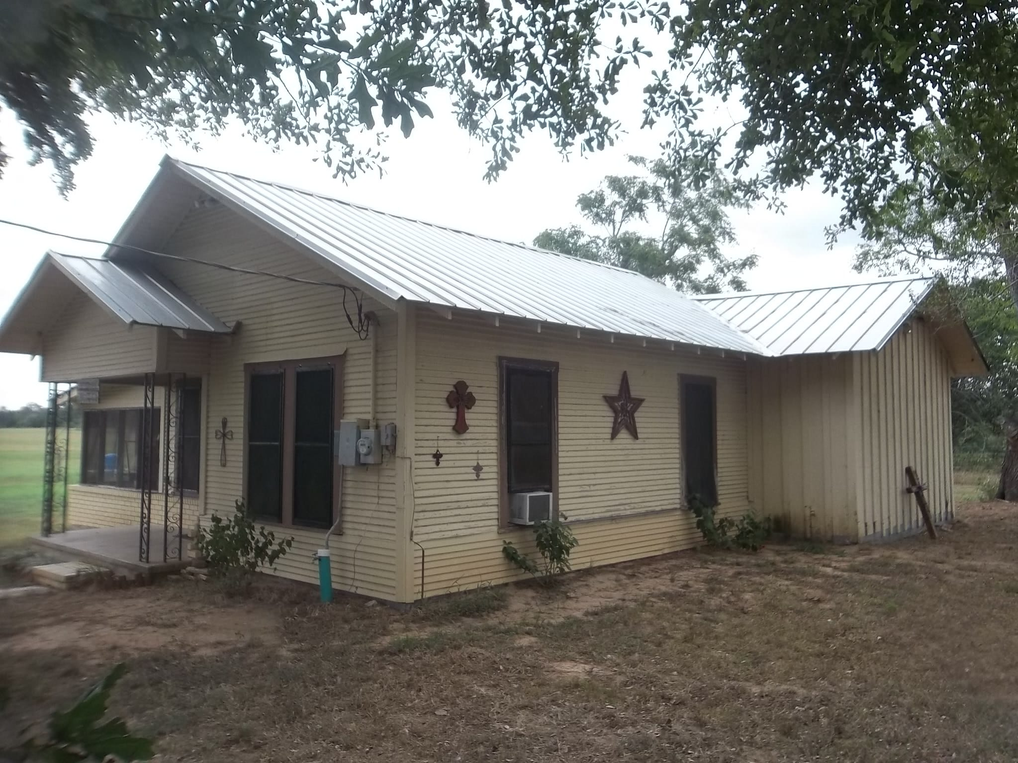 Eddie Tipton has since 1997 owned a nearly 55-acre parcel of land with a home nearFlatonia, Texas. He still owns the property. It's current market value is $365,380.