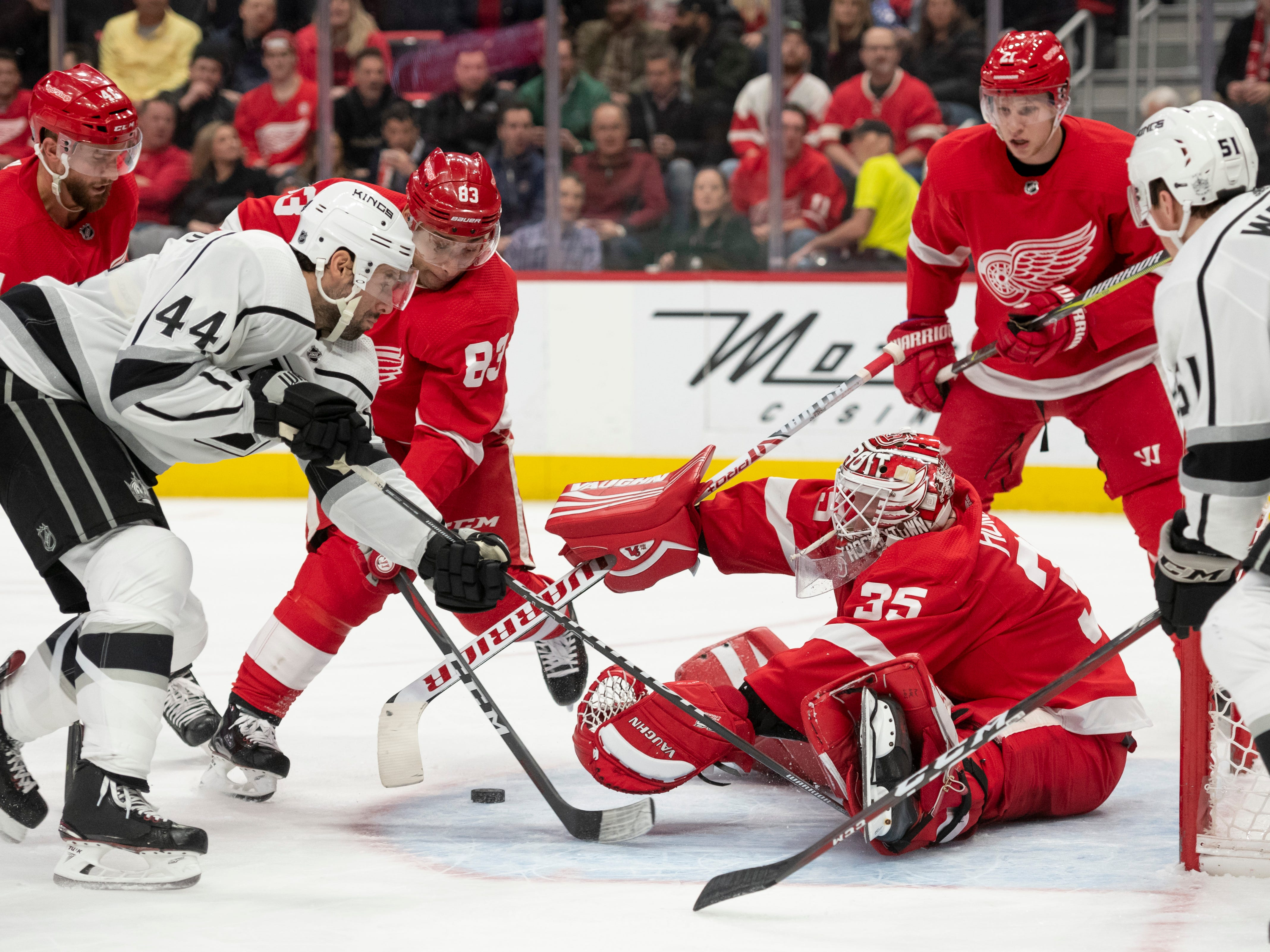 Los Angeles center Nate Thompson can't get the puck past Detroit goaltender Jimmy Howard in the second period.