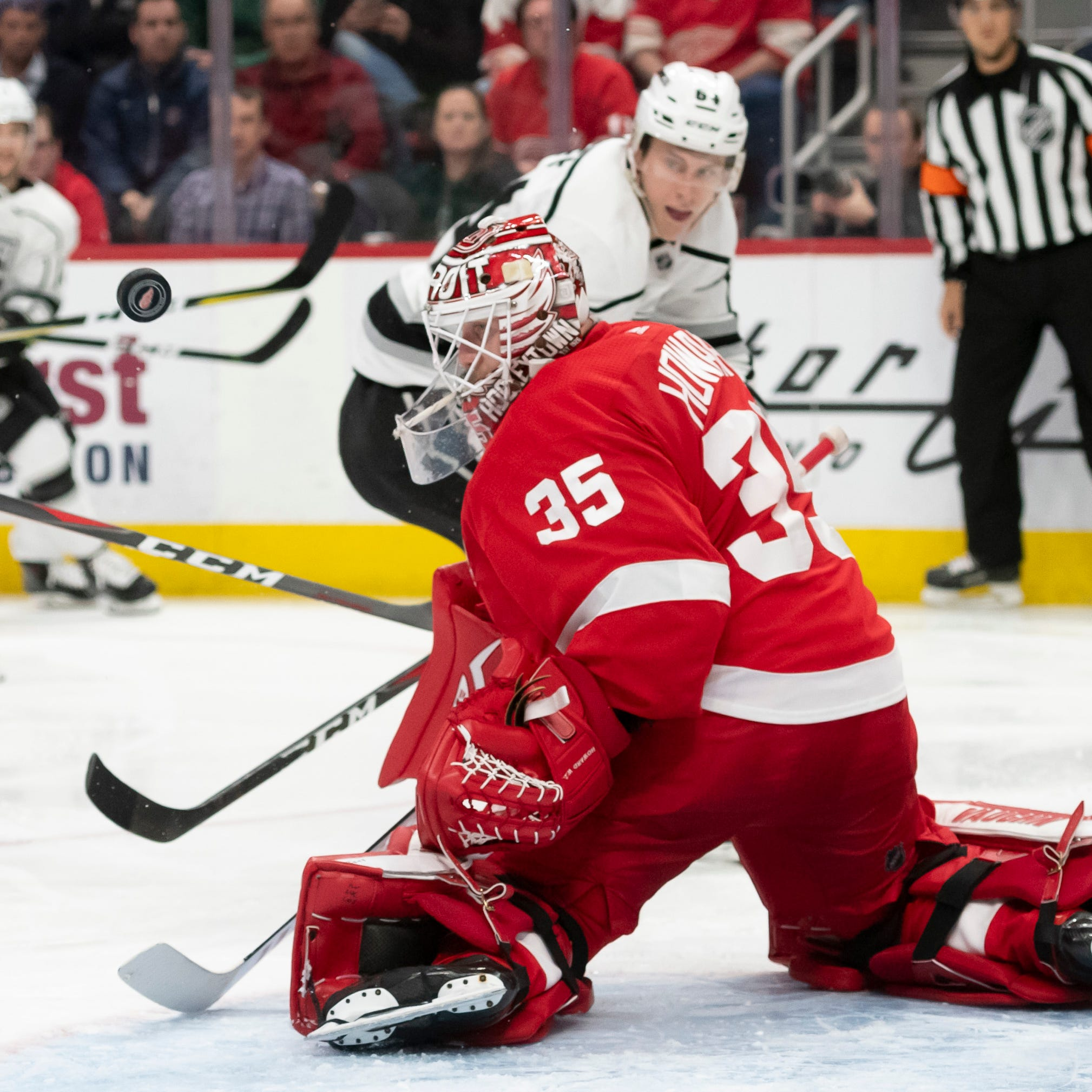 Howard's 'elite' goaltending makes Red Wings' trade-deadline decisions that much tougher