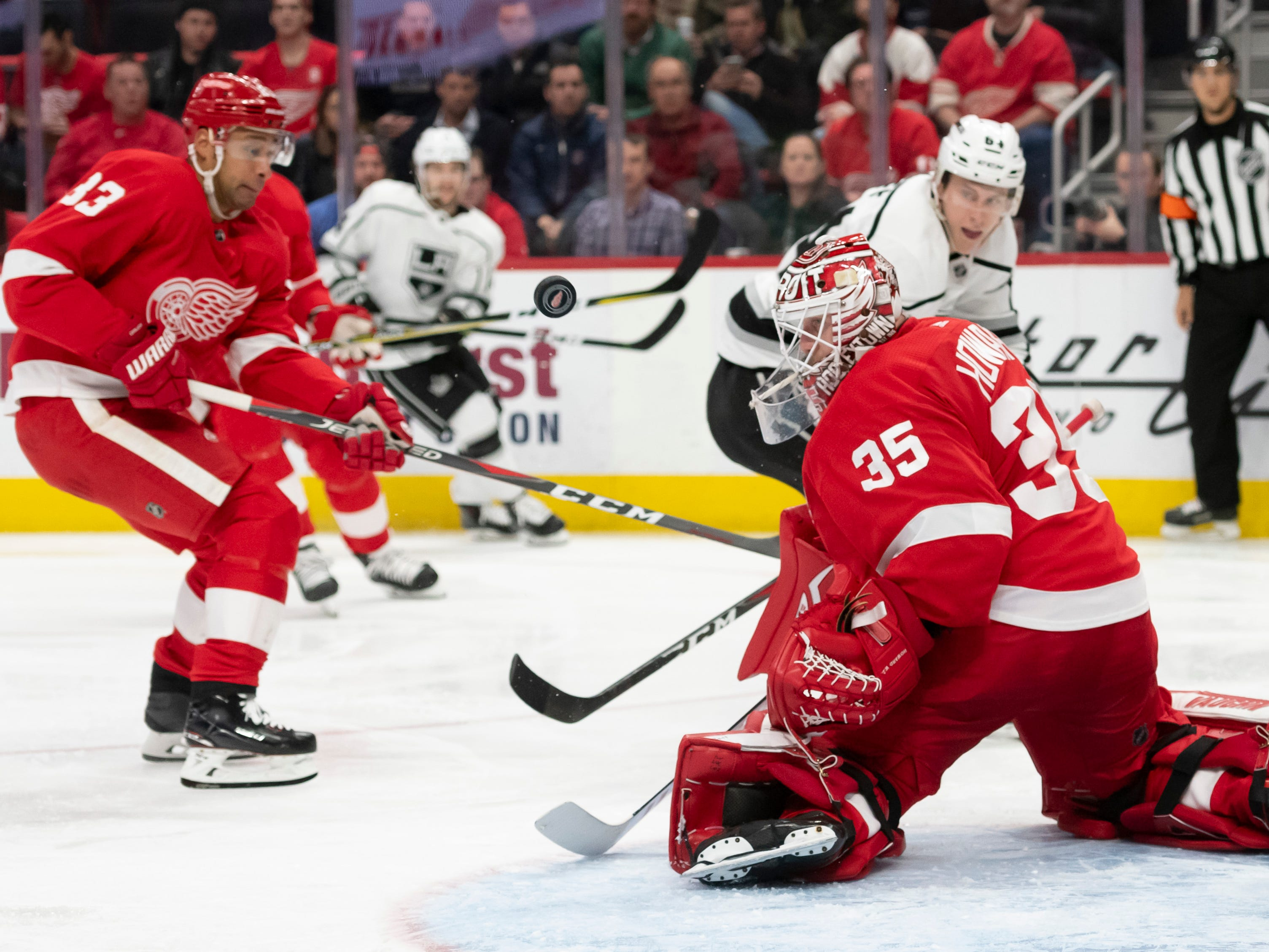 Detroit goaltender Jimmy Howard stops a shot in the second period.