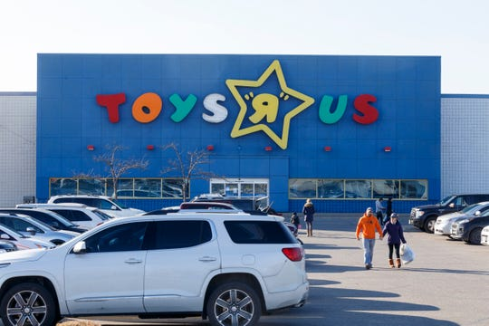 "A full parking lot at the Toys ""R"" Us on Howard Ave. on Saturday, Dec. 8, 2018 in Windsor, Ont."
