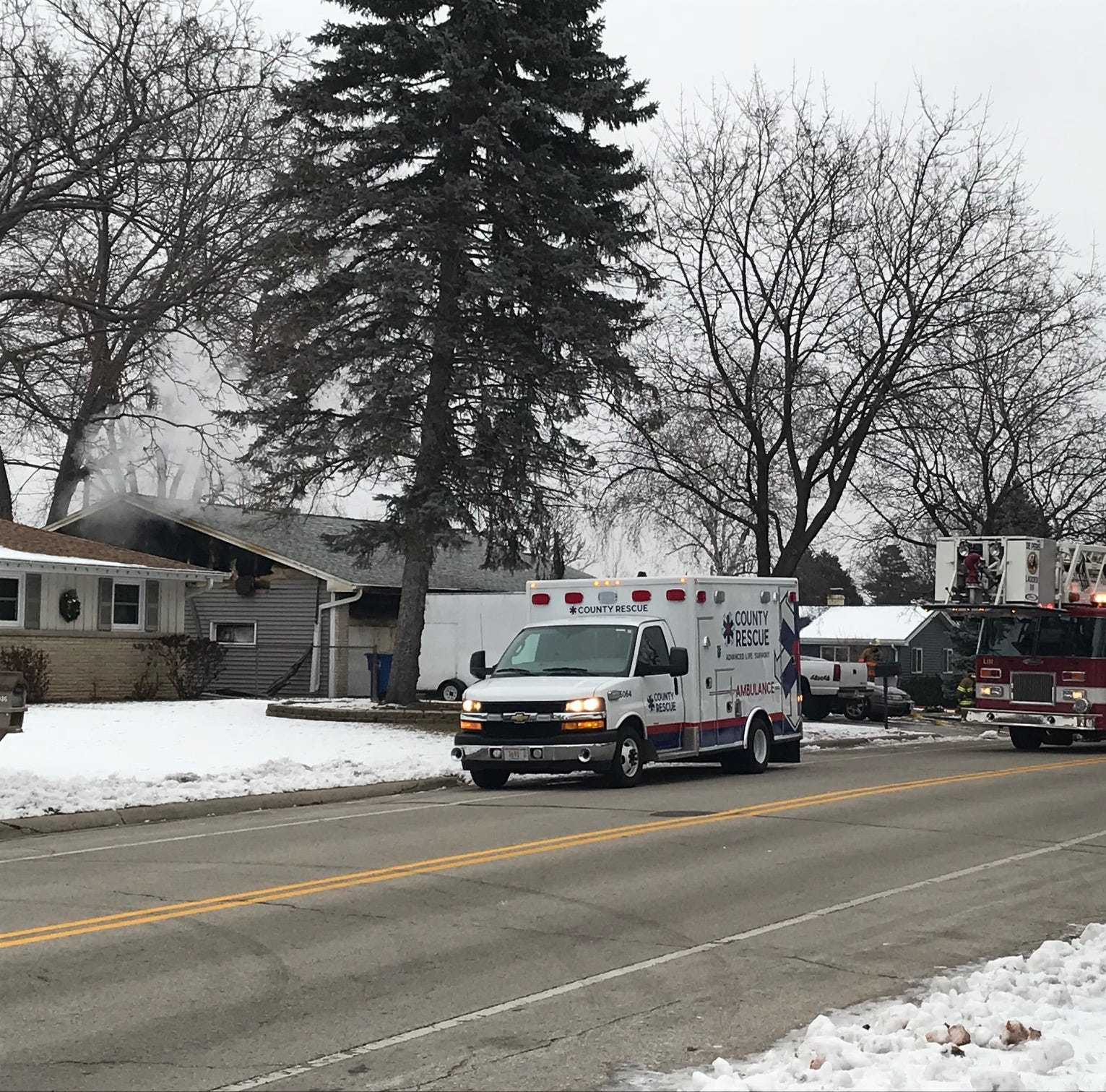 Five adults and two dogs rescued from Ashwaubenon house fire Tuesday morning