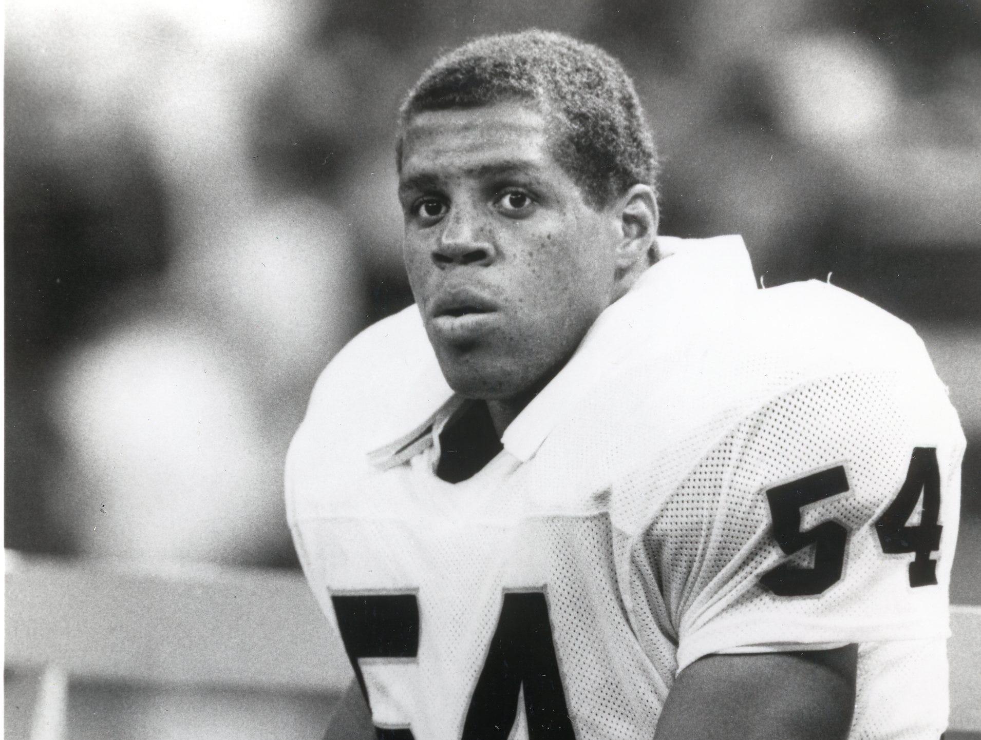 Reggie McKenzie in a 1990 Los Angeles Raiders photo.