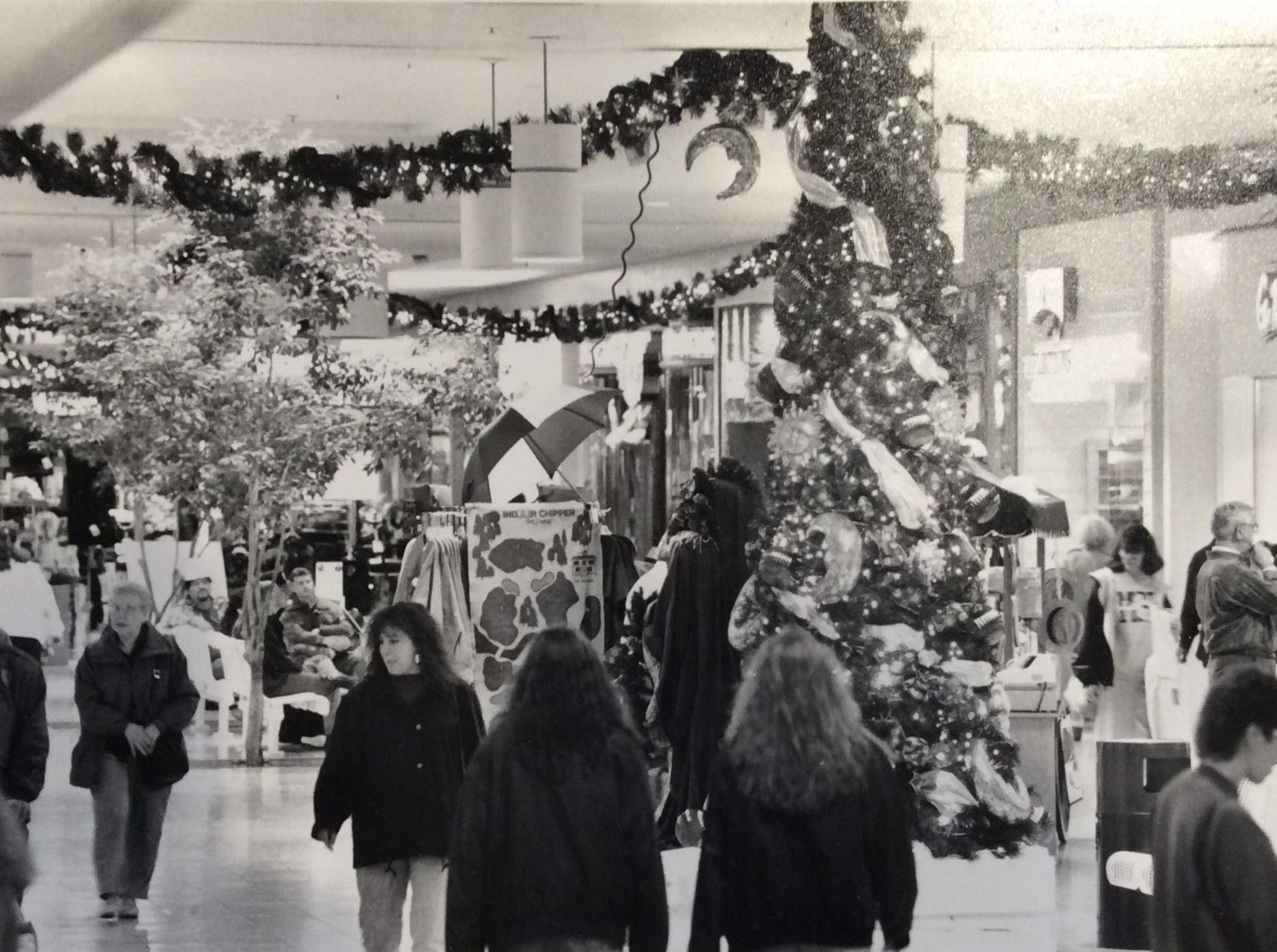 Christmas shoppers at Meridian Mall in Okemos, 1993.