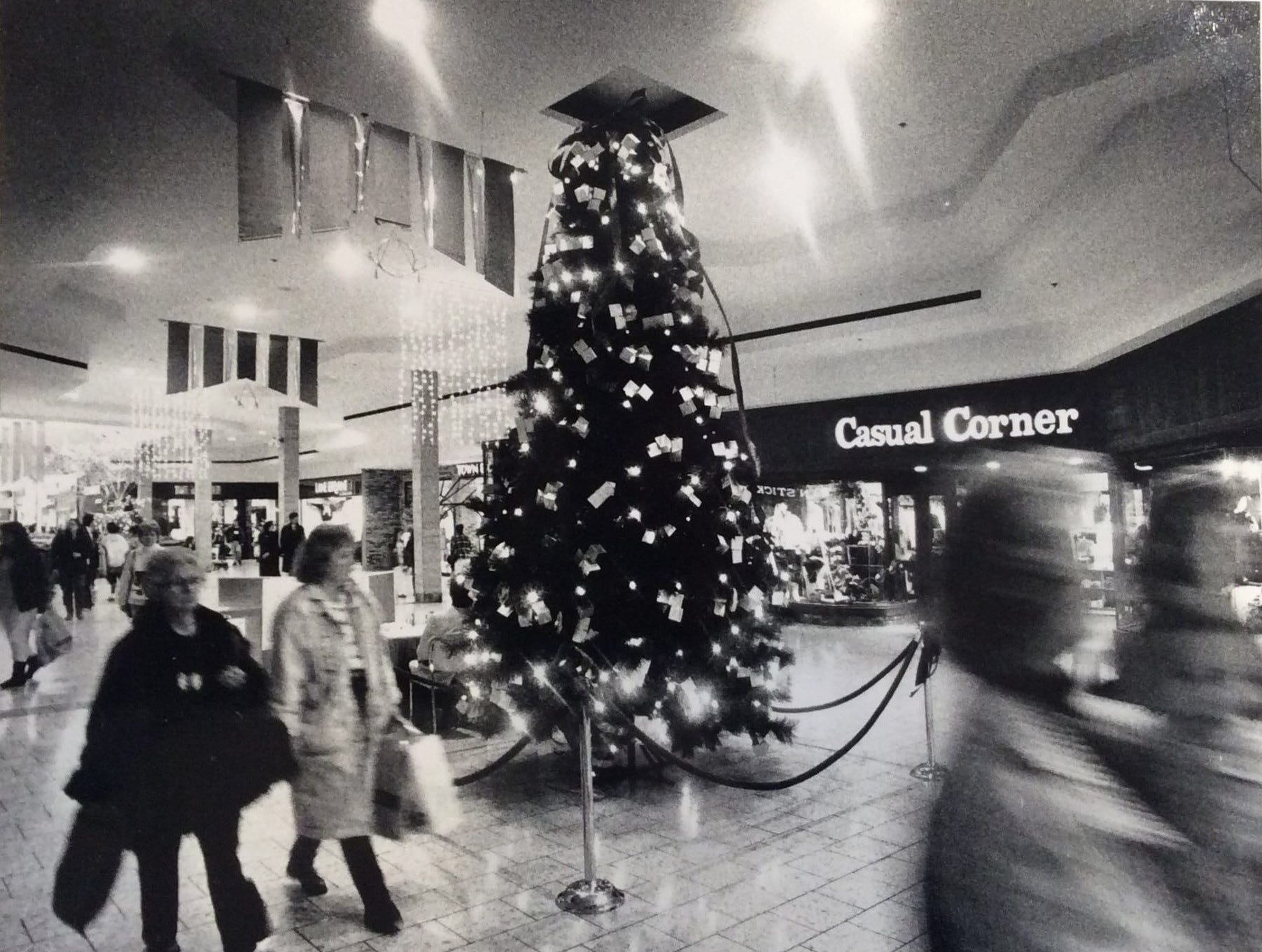 Christmas shoppers stroll through the Lansing Mall, 1989.