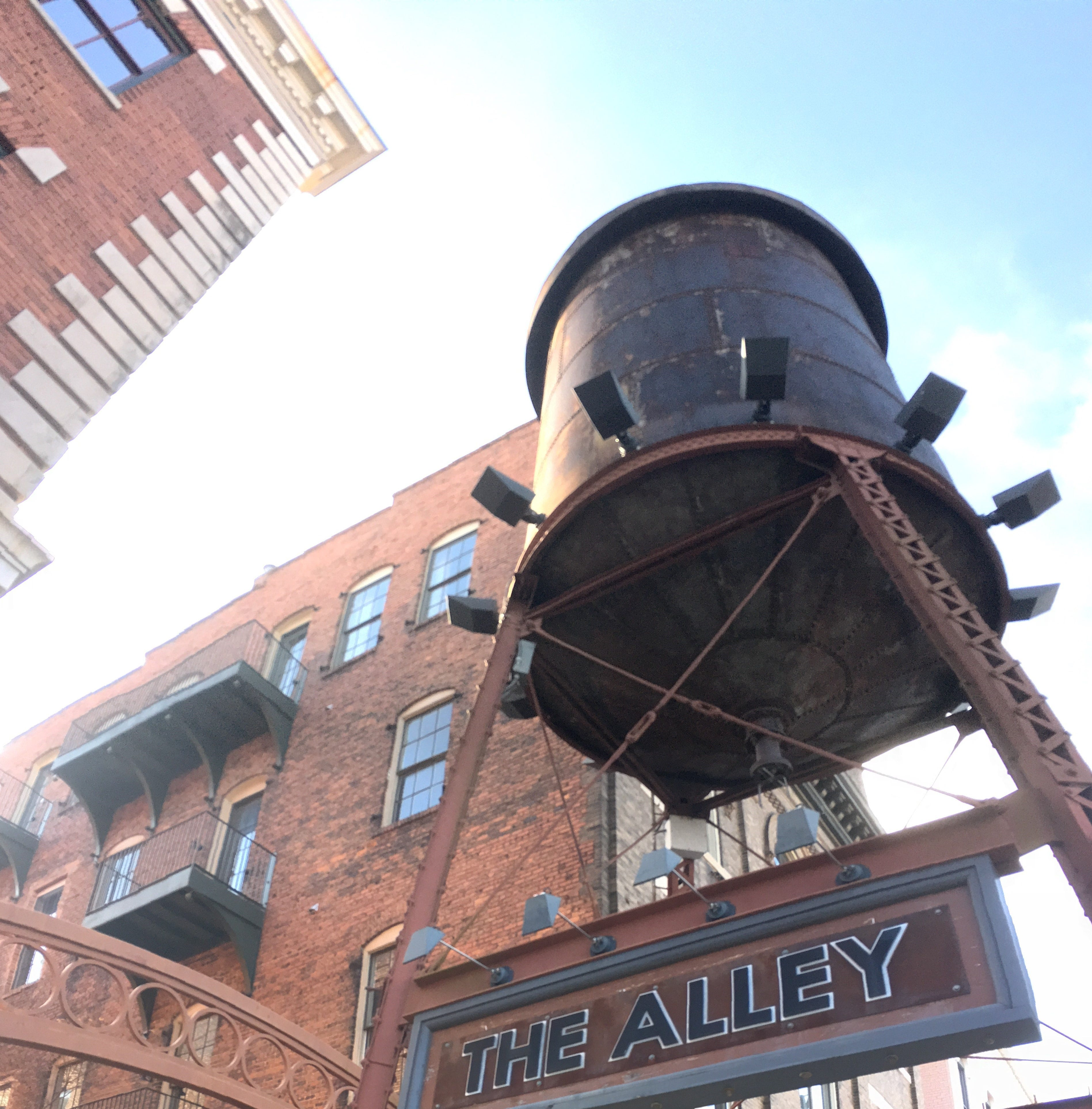 Tower Taproom to bring self-service beer, wine concept to Alley in 2019