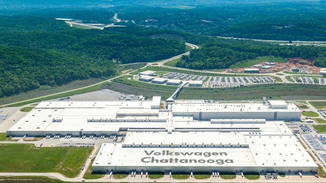 tennessee governor touts non union vw chattanooga prior to uaw vote volkswagen to spend 800m launch new tennessee facility