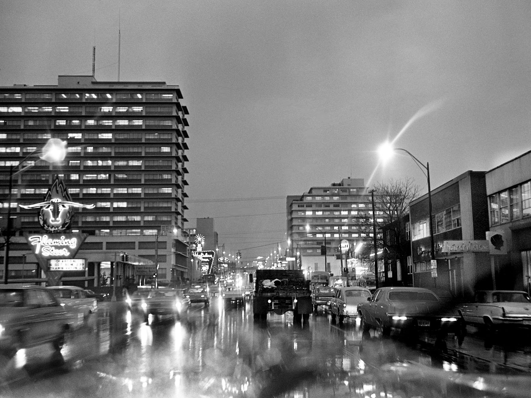 A steady rain falls on West End Avenue on Nov. 27, 1968. By midnight, 3.16 inches of rain had fallen, the most since March 1967, and more is expected the next day.