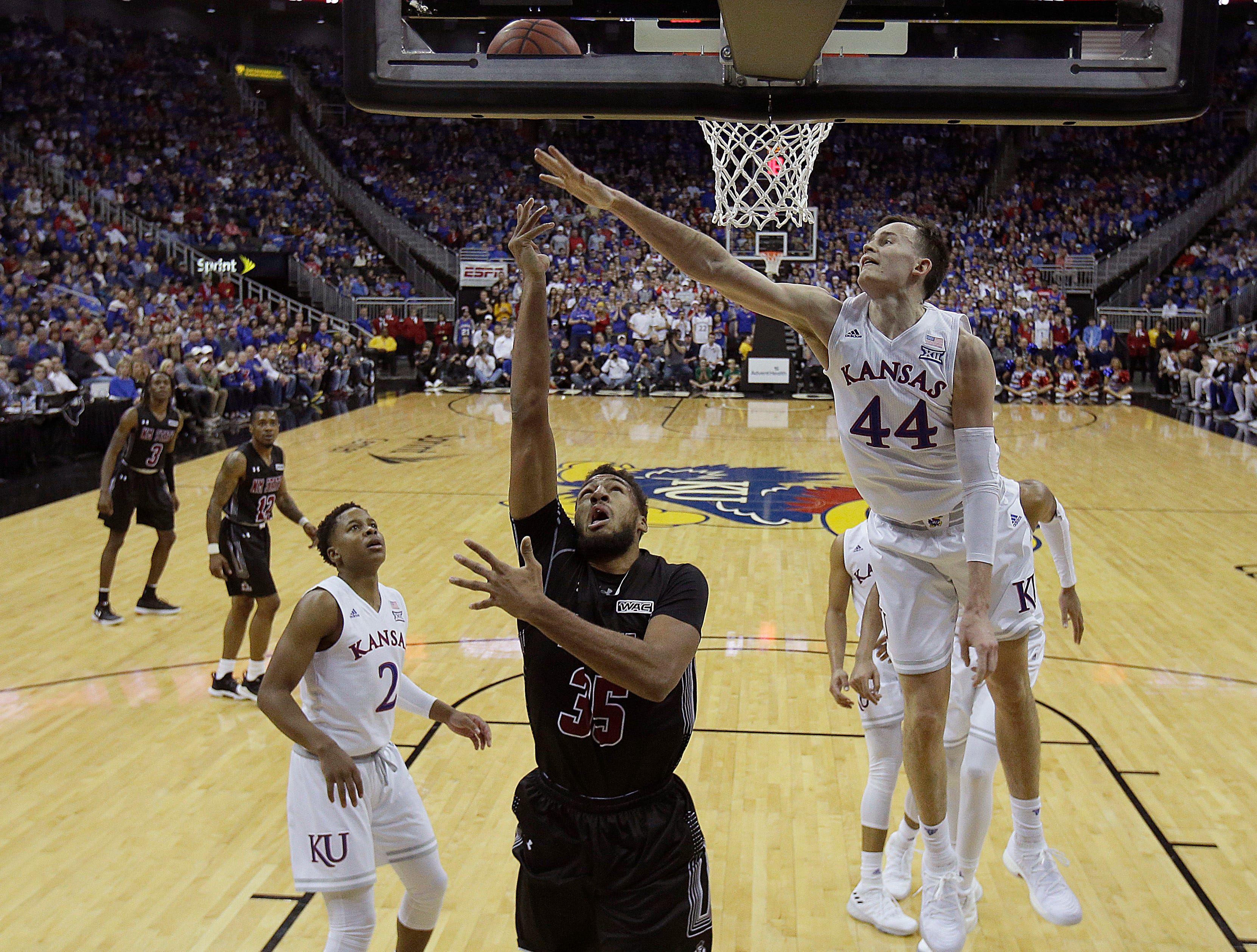 Chris Jans comfortable with New Mexico State's closing lineup, for now