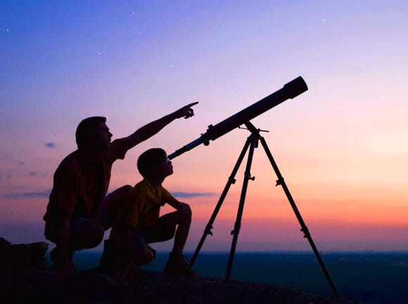 A telescope makes a great gift for budding young astronomers but it's sometimes hard to decide what the best telescope is for a first time user. Three simple rules can help make your gift one that inspires and excites the whole family. Rule number one – high power is not always better. Rule number two – keep it simple. Rule number three - brighter images rule.