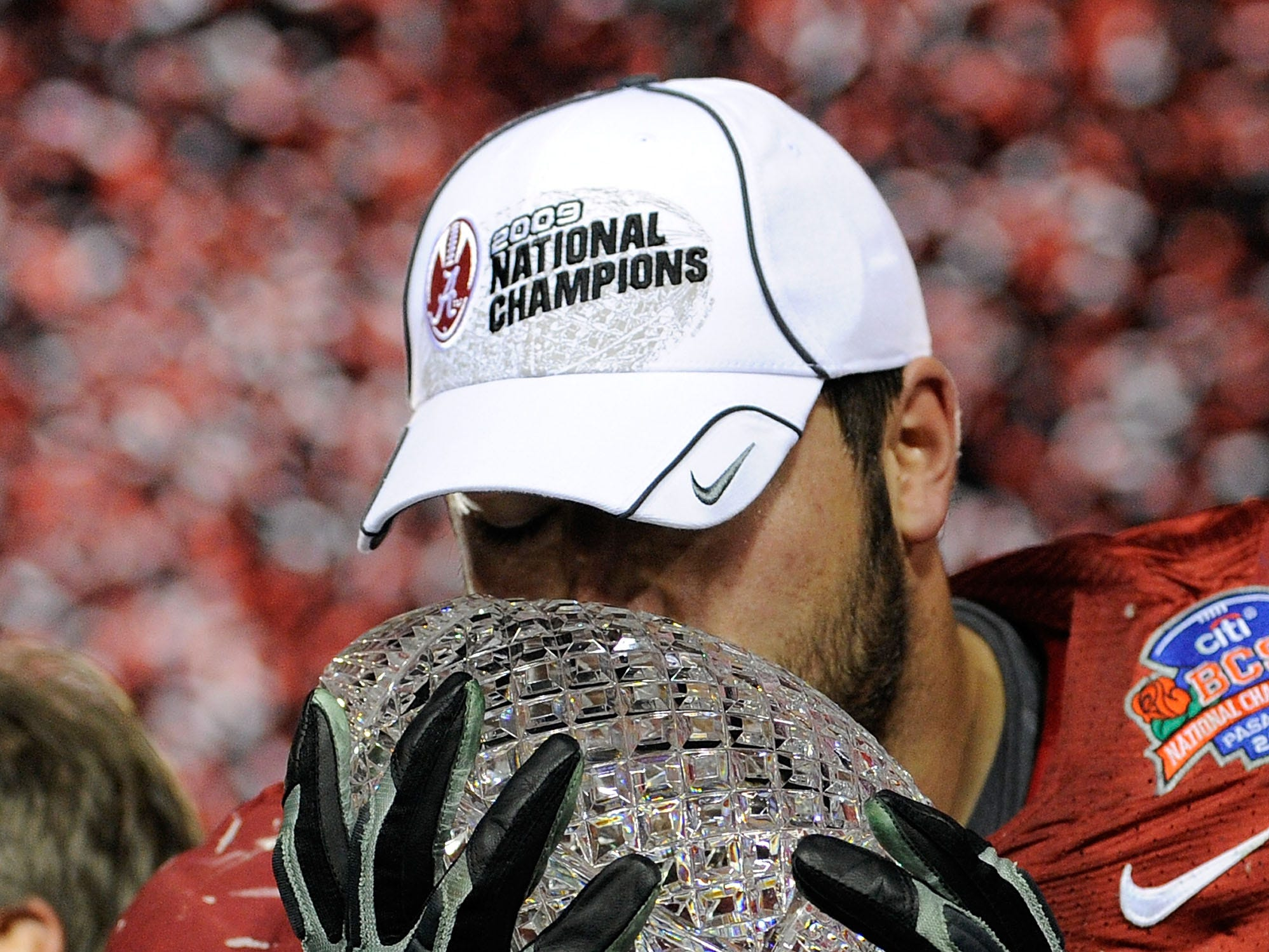 PASADENA, CA - JANUARY 07:  Lineman Mike Johnson #78 of the Alabama Crimson Tide kisses the BCS Championship trophy after winning the Citi BCS National Championship game over the Texas Longhorns at the Rose Bowl on January 7, 2010 in Pasadena, California. The Crimson Tide defeated the Longhorns 37-21.  (Photo by Kevork Djansezian/Getty Images)