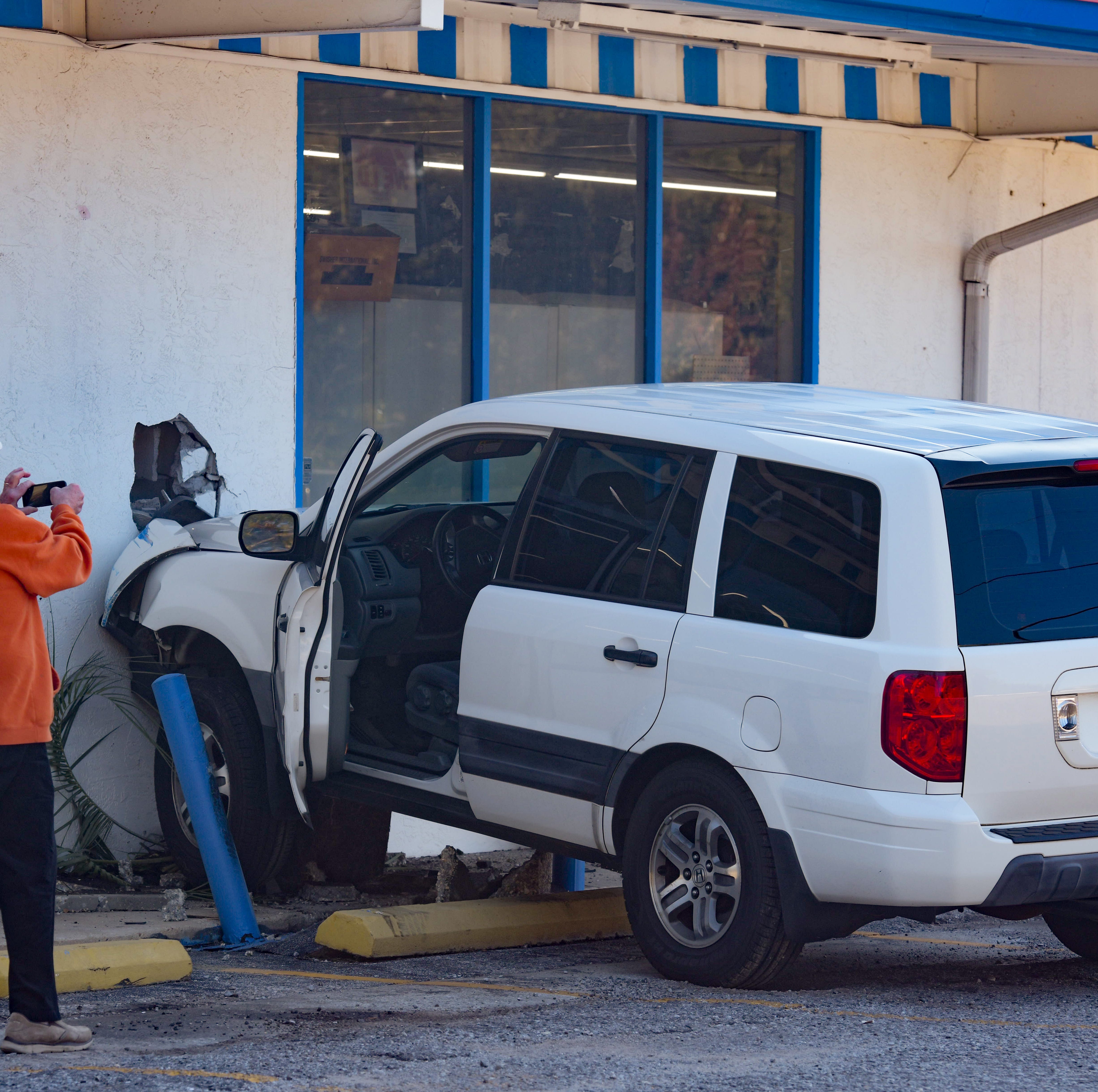 Vehicle crashes into Shoreline Foods deli in Pensacola
