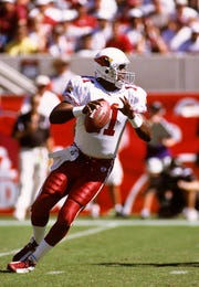Cardinals quarterback Jeff Blake looks to pass during a game against the Ravens at at Sun Devil Stadium in 2003.